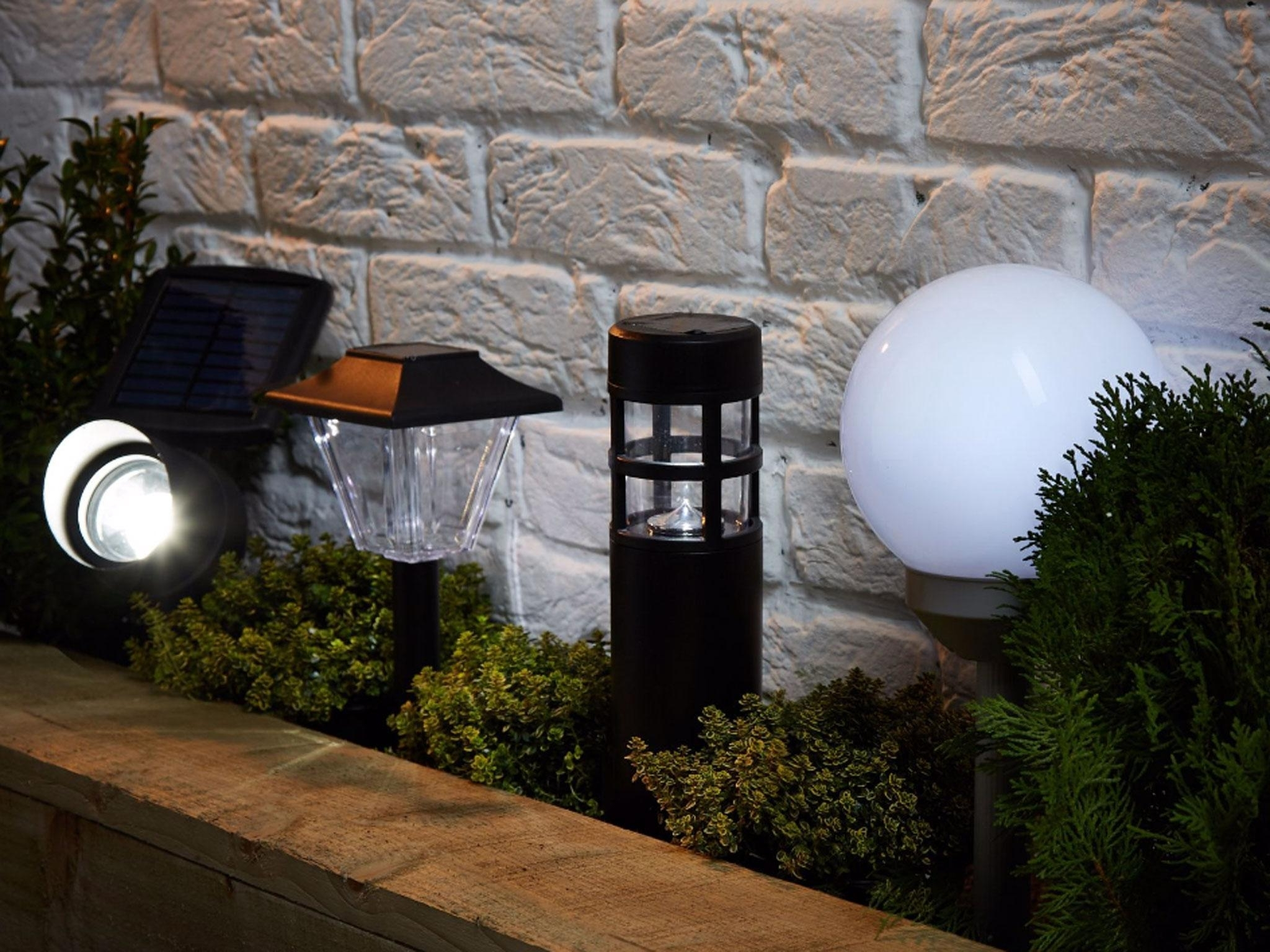 8 Best Solar Powered Lights (View 1 of 20)
