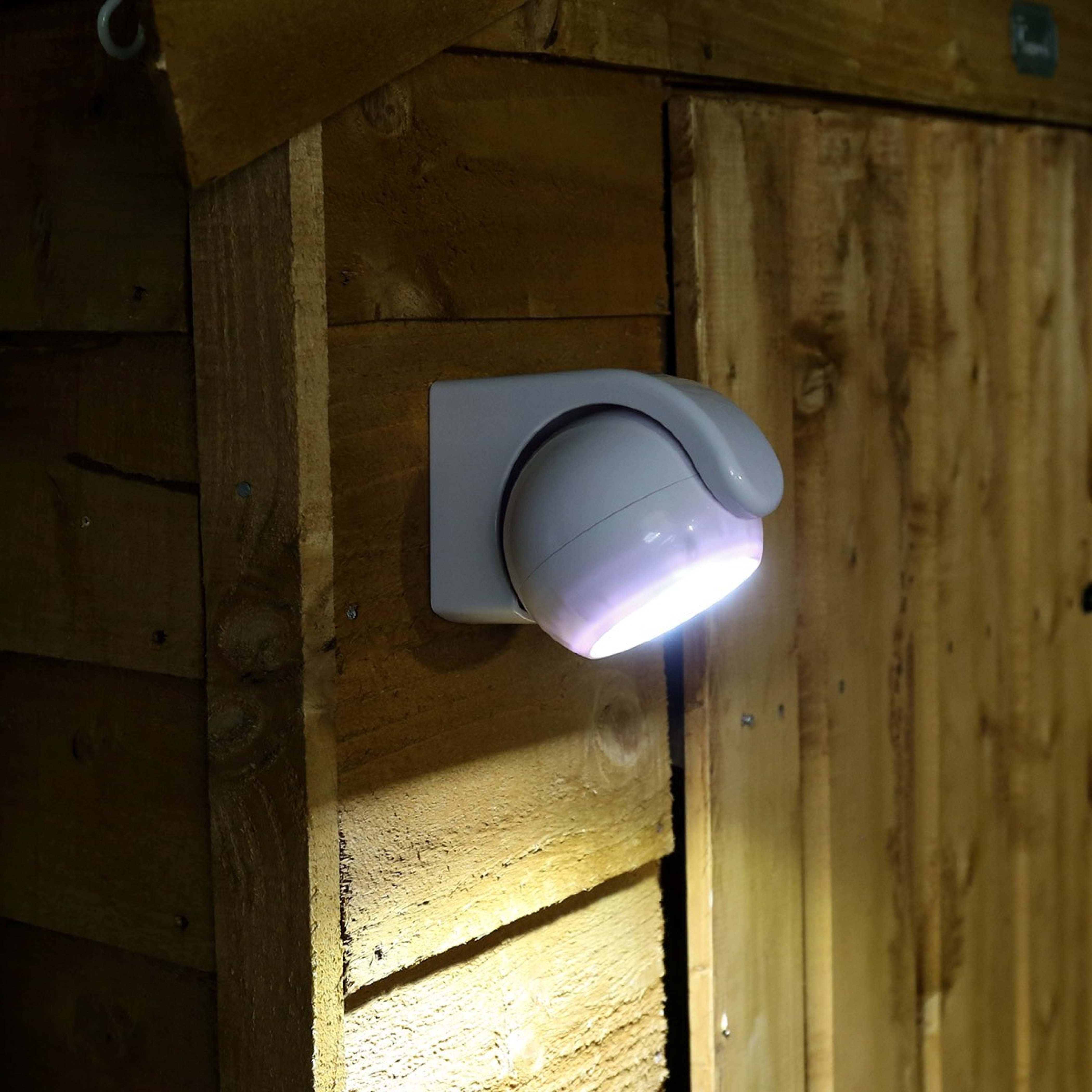 Featured Photo of Battery Operated Outdoor Lights