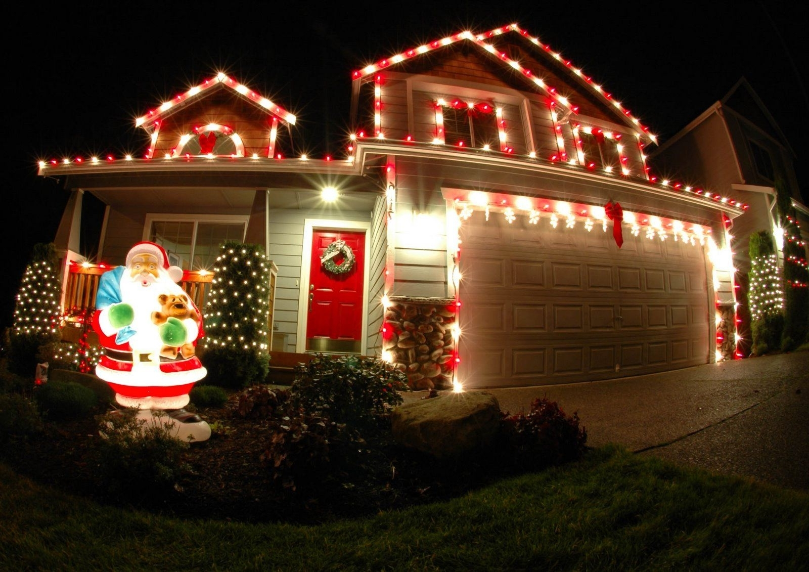 Best And Newest 21 Christmas Outdoor Decorations, Ensure It Makes A Visual Impact Within Hanging Outdoor Holiday Lights (Gallery 14 of 20)
