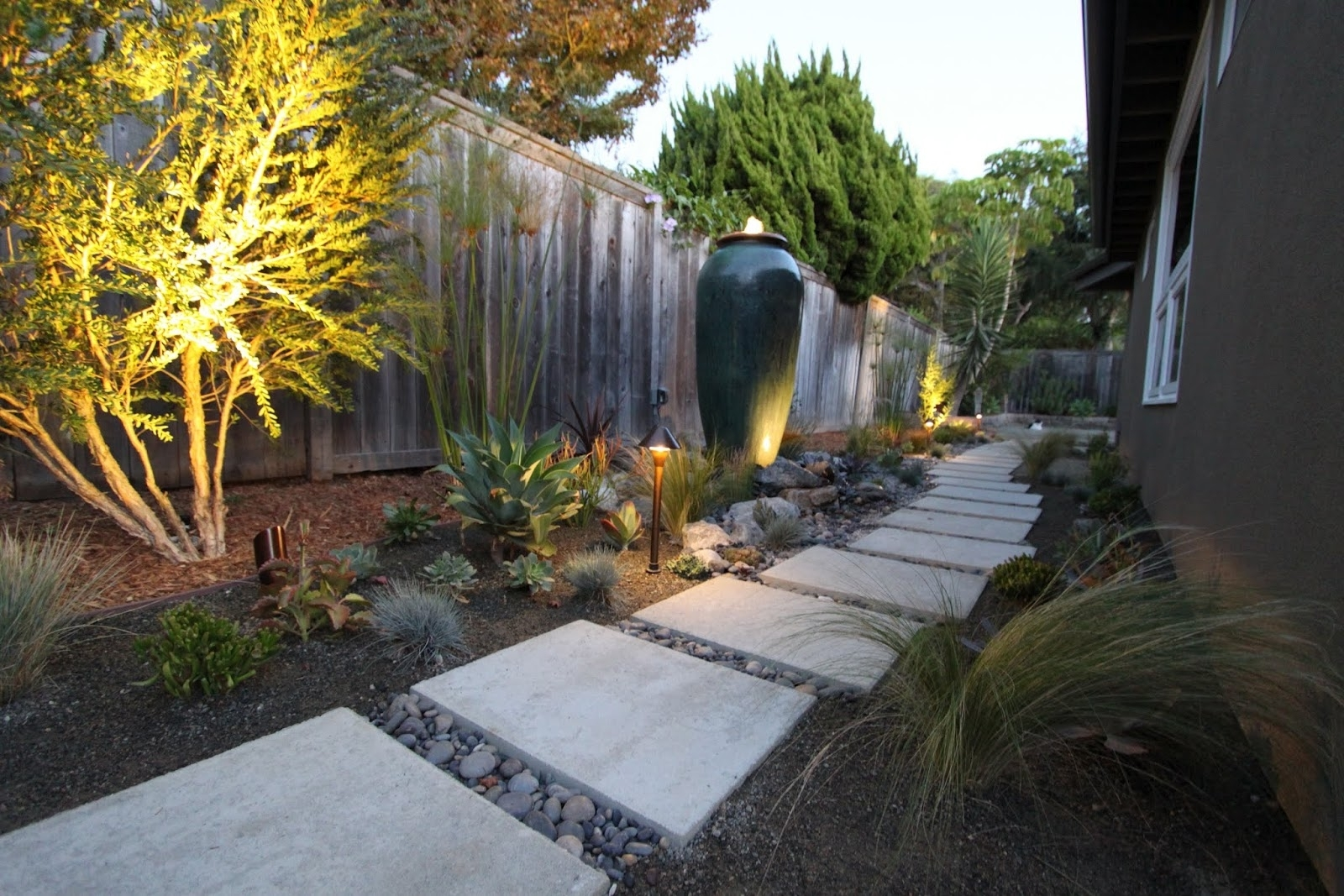Best And Newest Lighting A Mid Century Modern Landscape Design (View 10 of 20)