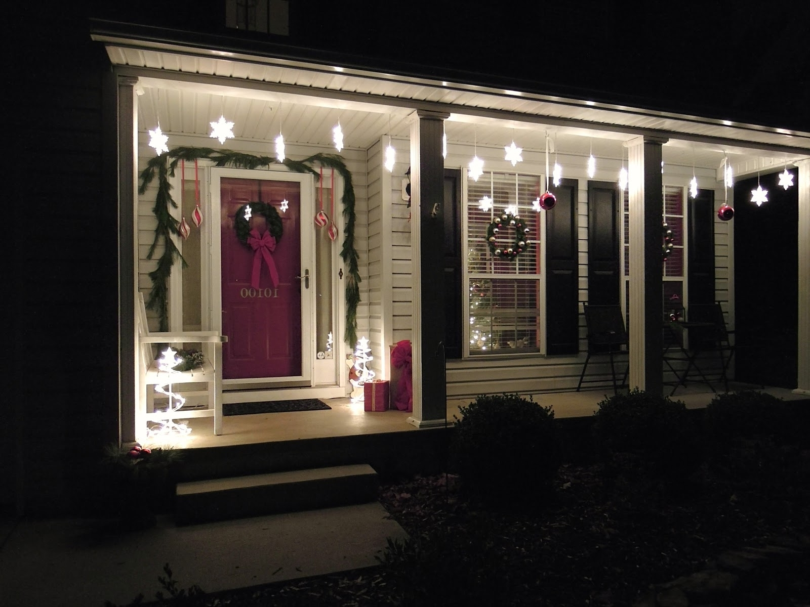Christmas Lights Easy Decorating ~ Loversiq With Popular Outdoor Hanging Lights For Christmas (View 11 of 20)