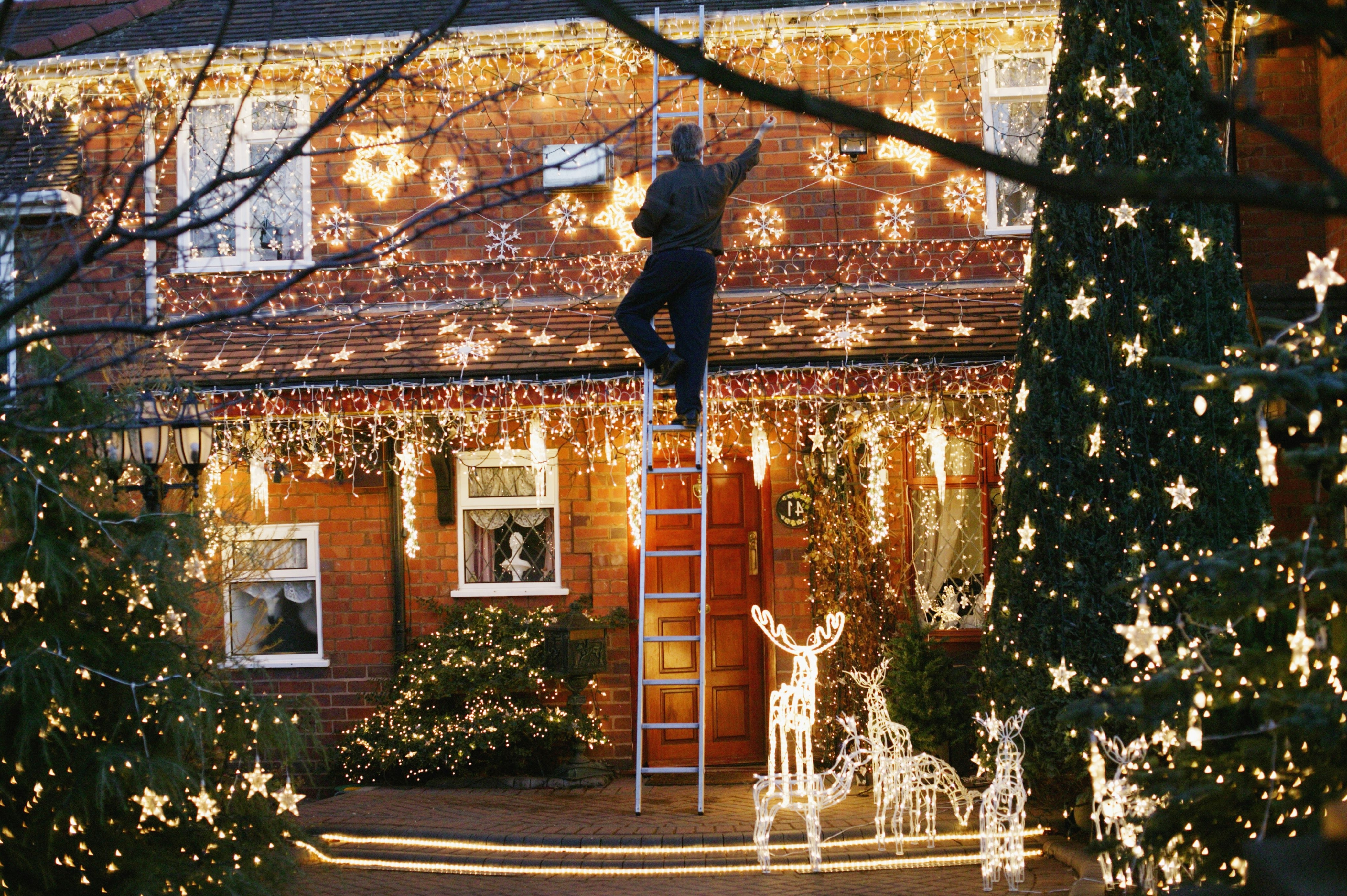 Current Hanging Outdoor Christmas Lights In Roof Throughout Learn To Hang Outdoor Christmas Lights (View 19 of 20)