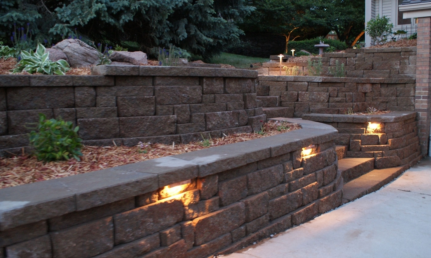 Current Retaining Wall Lighting Ideas (Gallery 2 of 20)