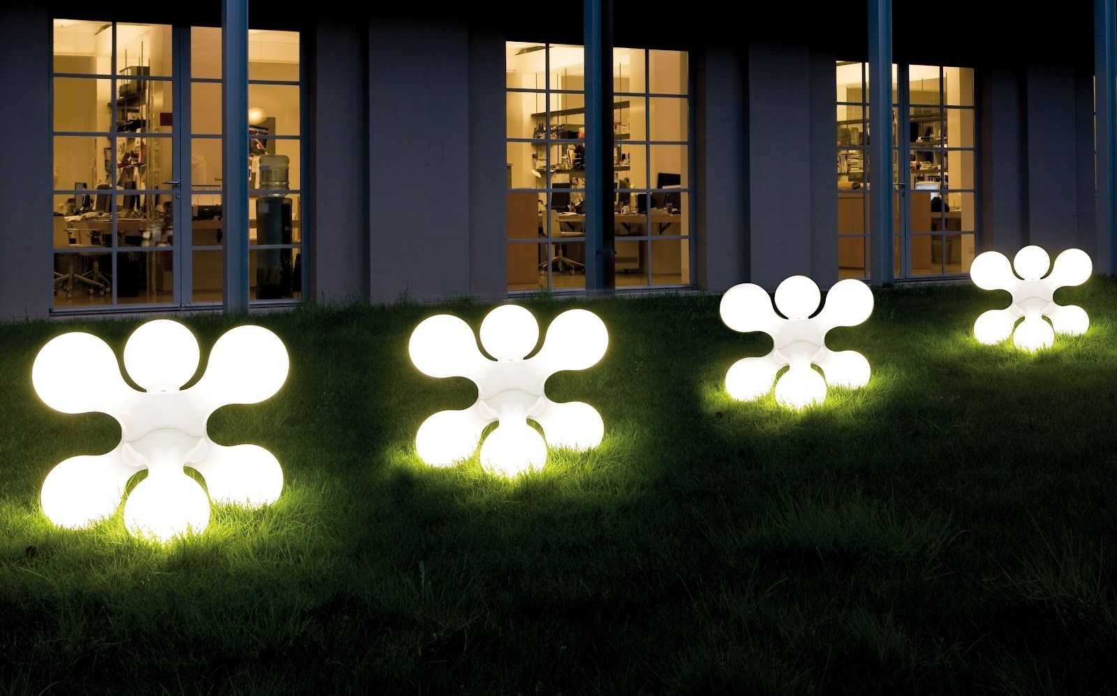 Photo Gallery of Contemporary Solar Garden Lighting Fixtures