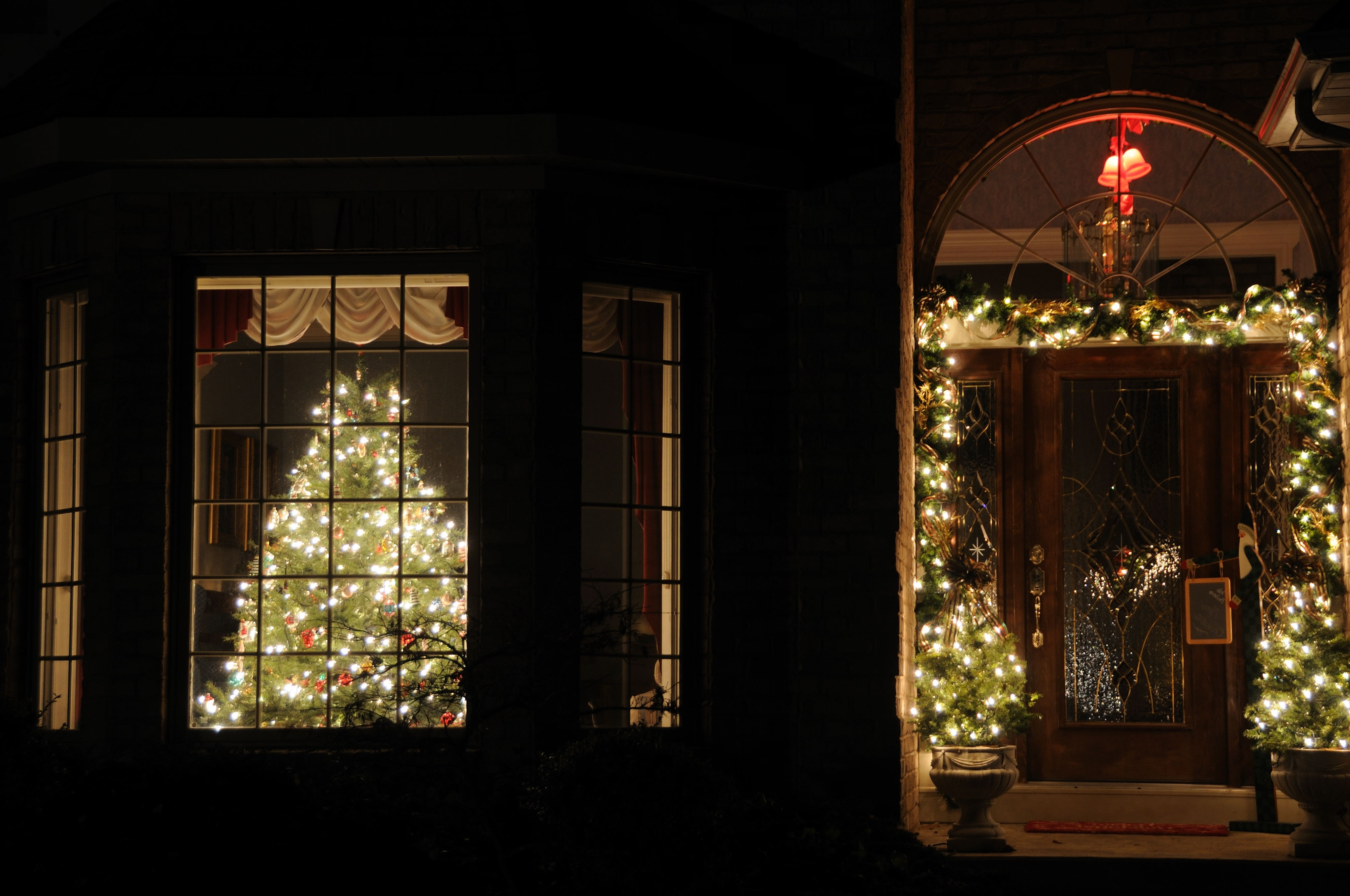 Hanging Outdoor Christmas Lights Around Windows In Current How To Hang Christmas Lights In Windows Chritsmas Decor (View 6 of 20)