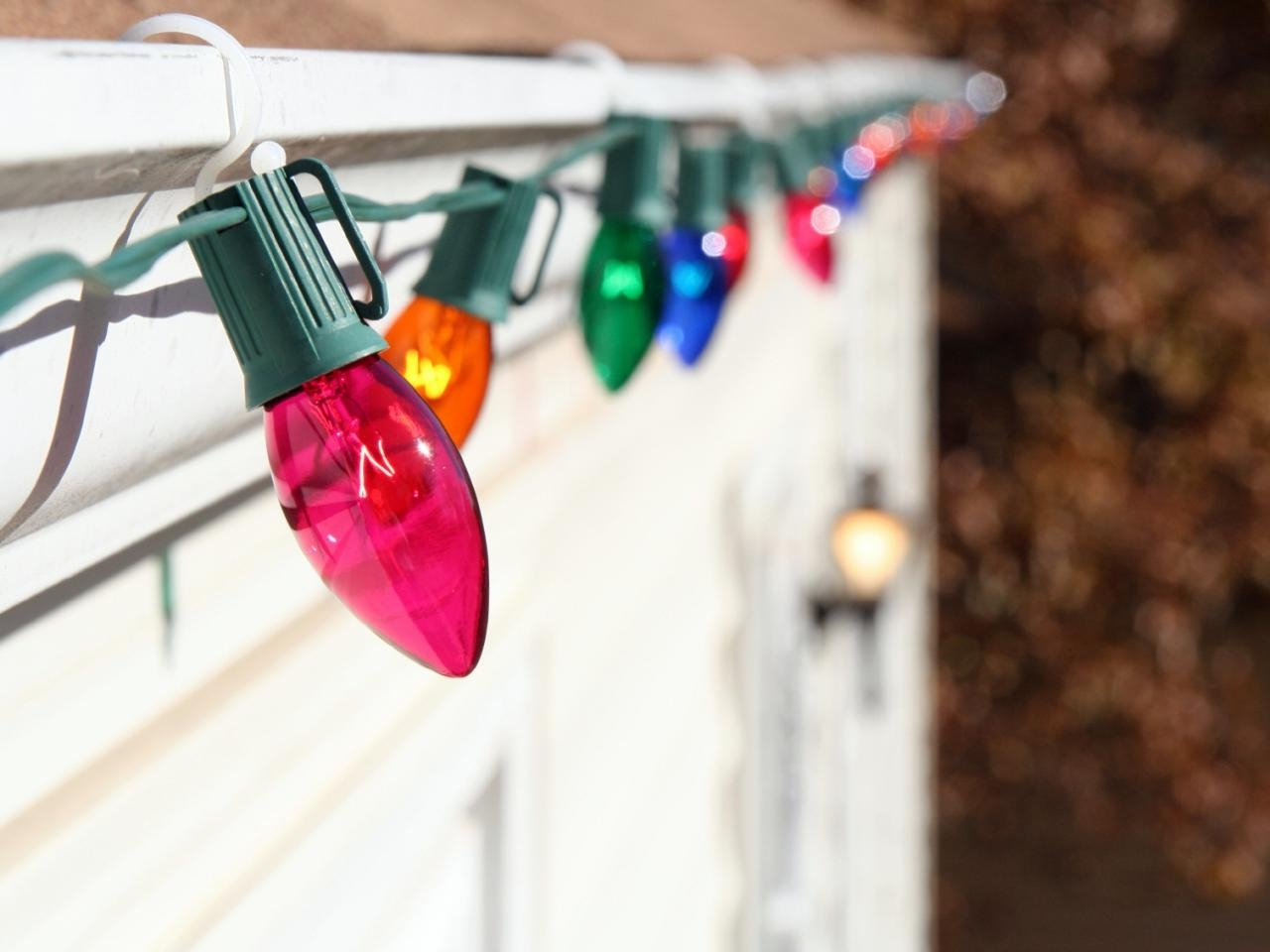 Hanging Outdoor Christmas Lights Around Windows Inside Fashionable How To Hang Christmas Lights (View 8 of 20)