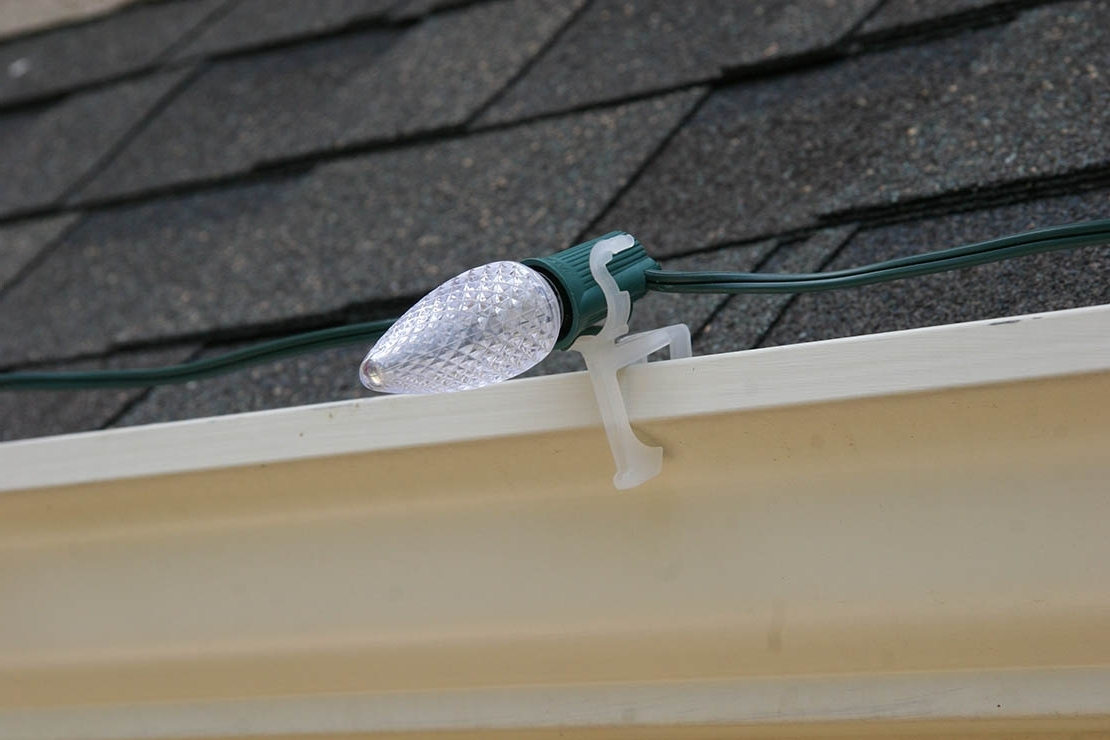 Hanging Outdoor Christmas Lights Hooks With Popular Light Clips Guide (View 10 of 20)