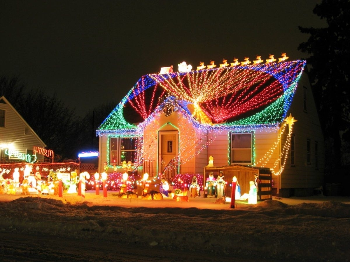 Hanging Outdoor Christmas Lights In Roof Regarding Current Enchanting Outside Christmas Light Ideas Outdoor Decorating With (View 4 of 20)