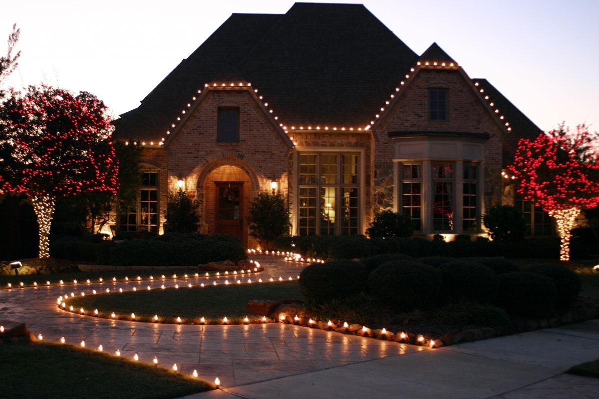 Hanging Outdoor Christmas Lights In Roof With Regard To Favorite Classy Christmas Homes With Lights (View 10 of 20)