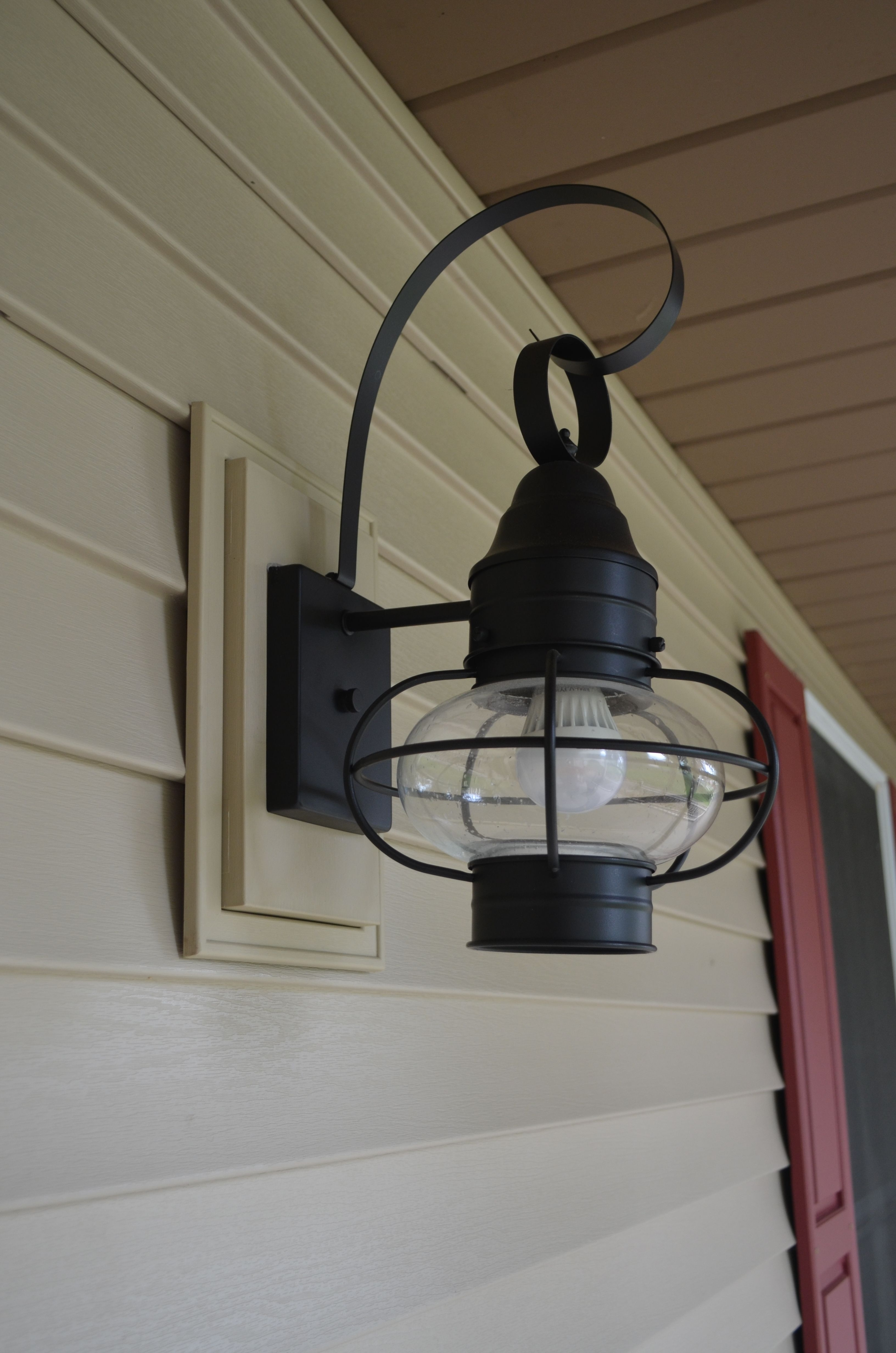 Hanging Outdoor Lights On Vinyl Siding Intended For Well Known Norandex Sterling Deluxe Vinyl Siding In Sandstone With Matching (View 9 of 20)