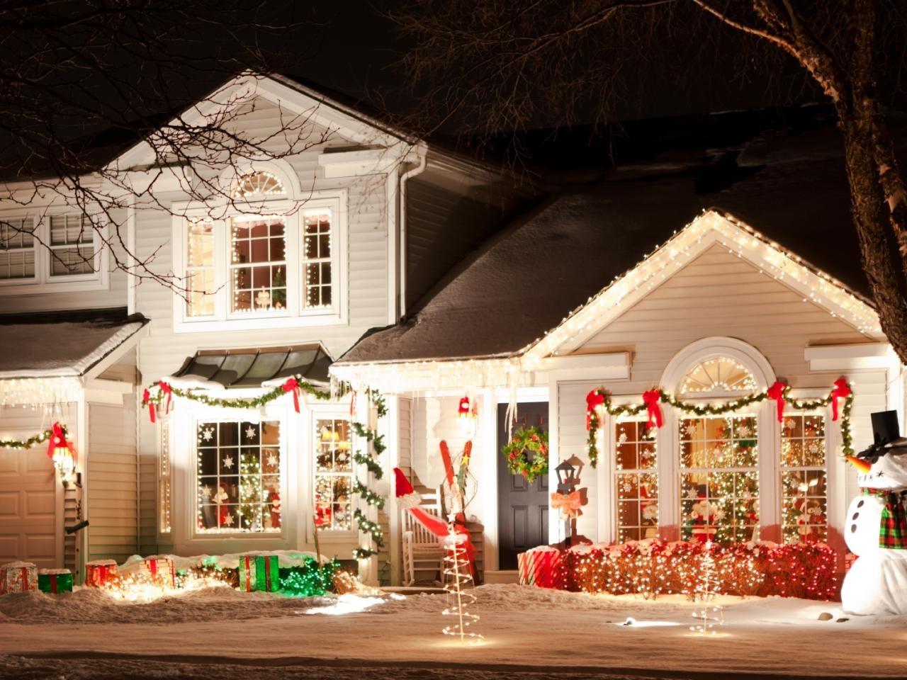 How To Hang Christmas Lights (View 9 of 20)