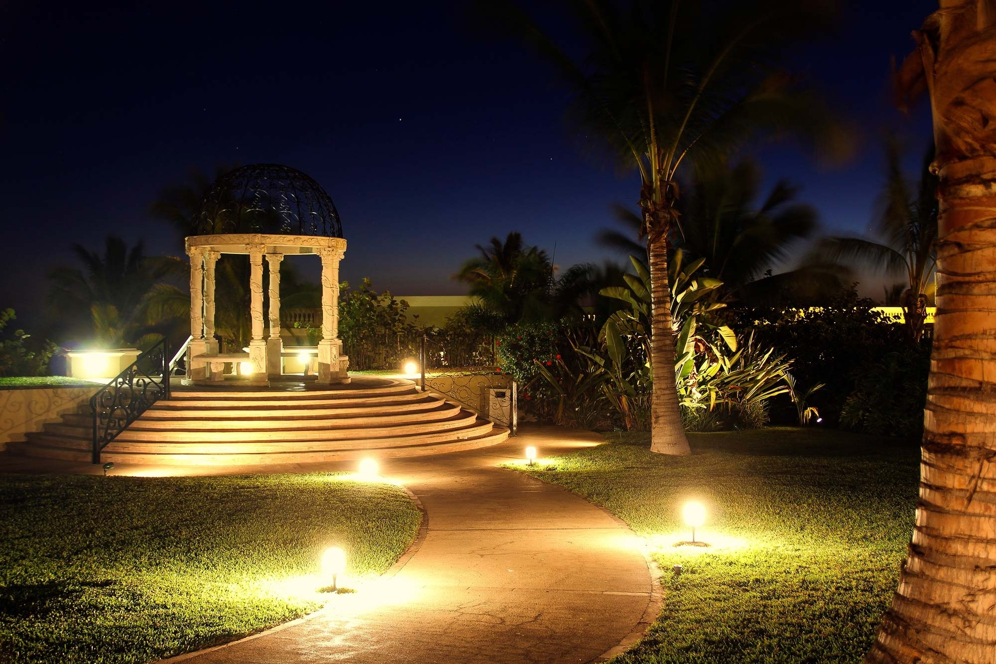 Landscape Lighting: Boynton Beach, Delray Beach, Jupiter, Fl In Fashionable Electric Outdoor Lighting Garden (View 11 of 20)
