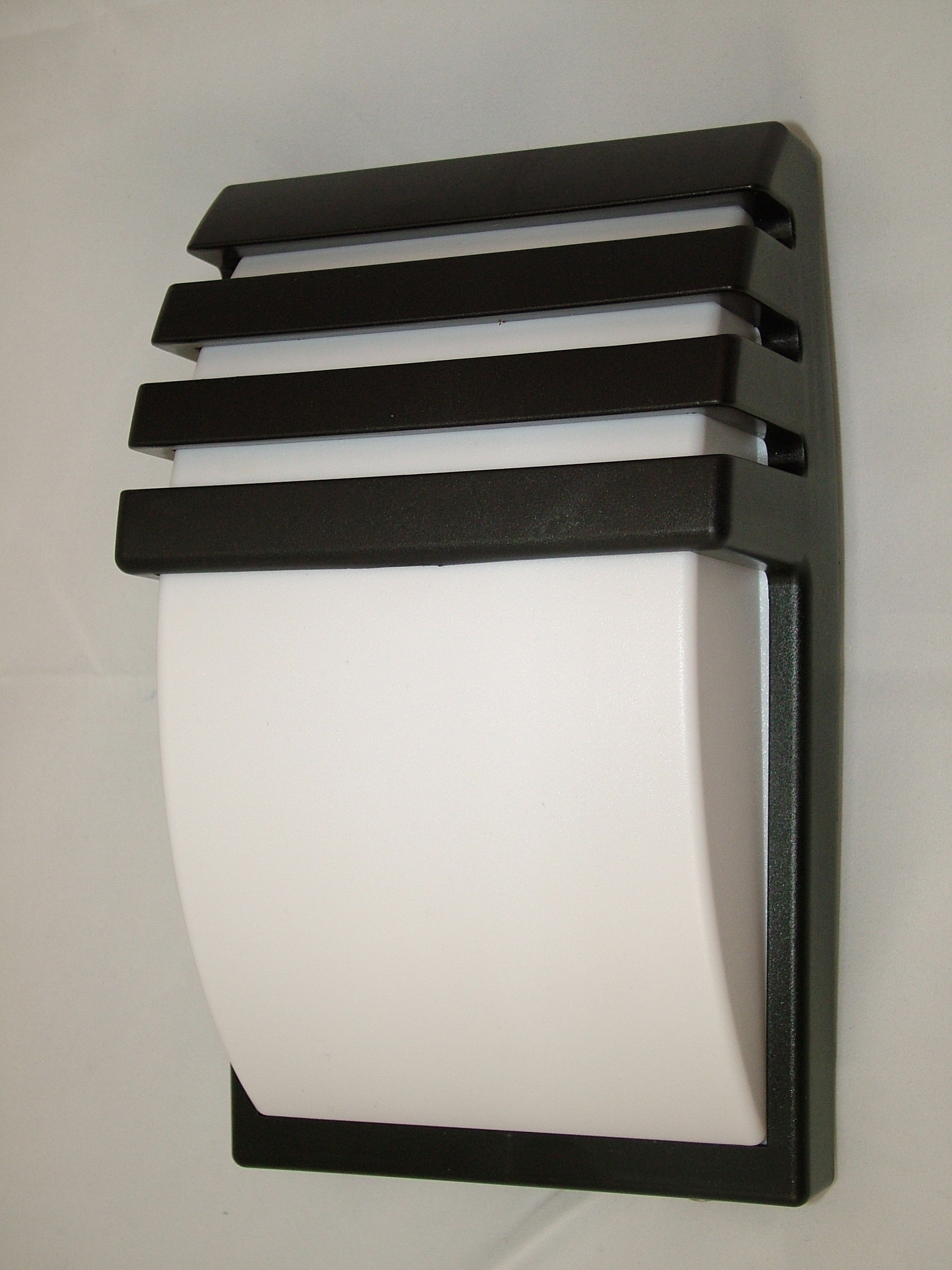 Large Outdoor Modern Wall Mounted Lighting Fixtures With Black Within Favorite Outdoor Wall Hung Lights (View 6 of 20)