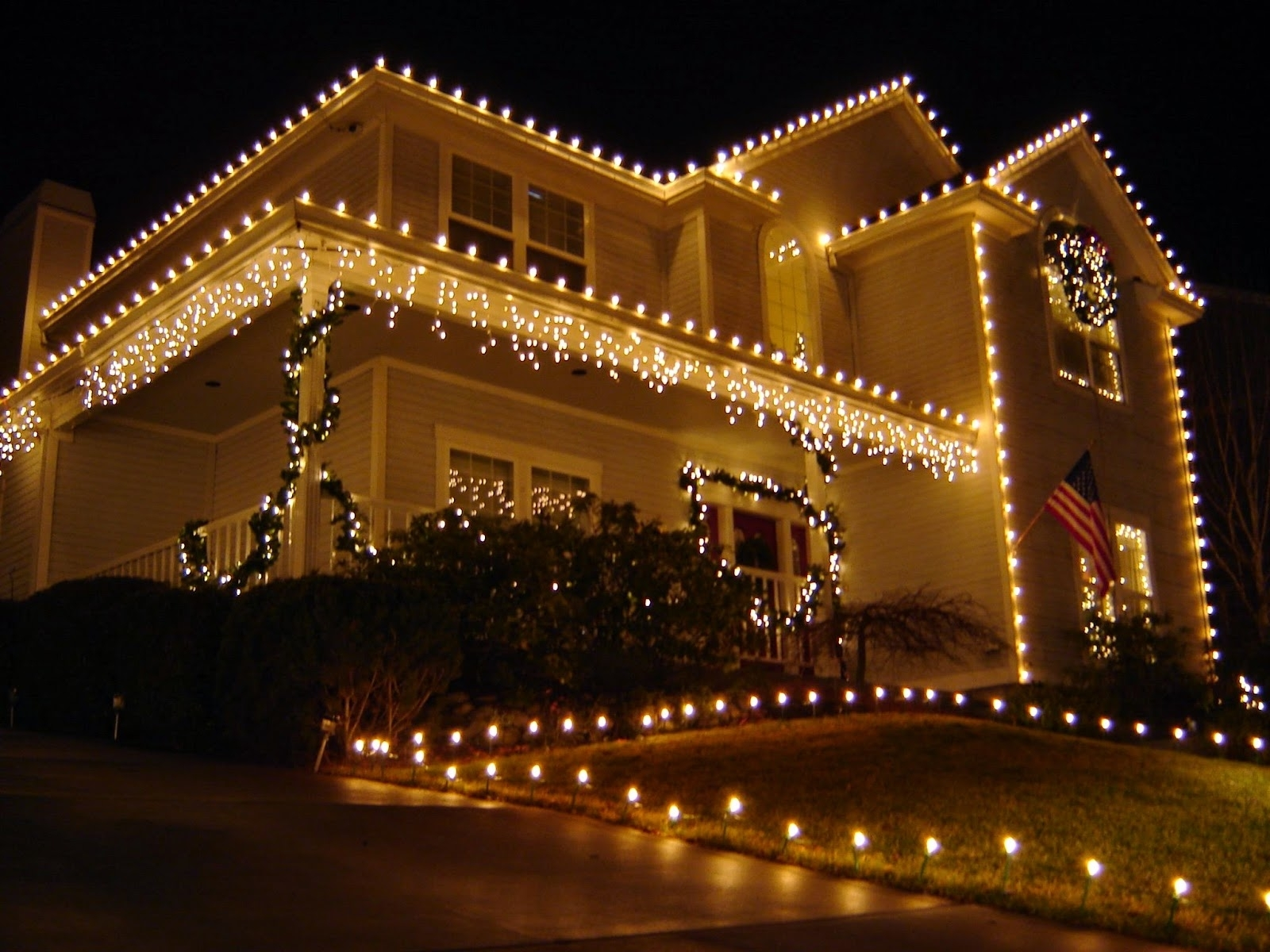 Lighted Roof Line And Path Combined White Garland Lights On The Wall With Recent Outdoor Wall Xmas Lights (View 4 of 20)