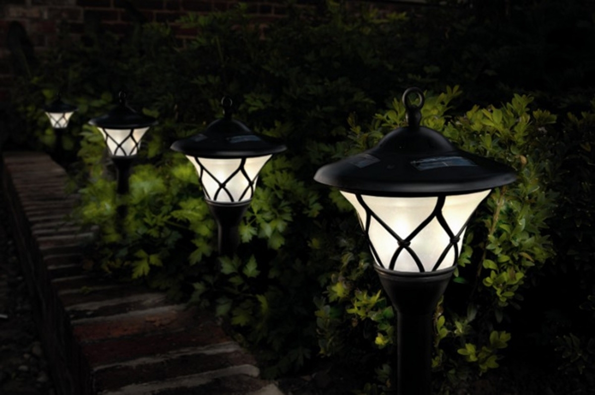 Modern Small Outdoor Solar Lights Pertaining To Well Known Outdoor Solar Lighting Ideas (View 11 of 20)