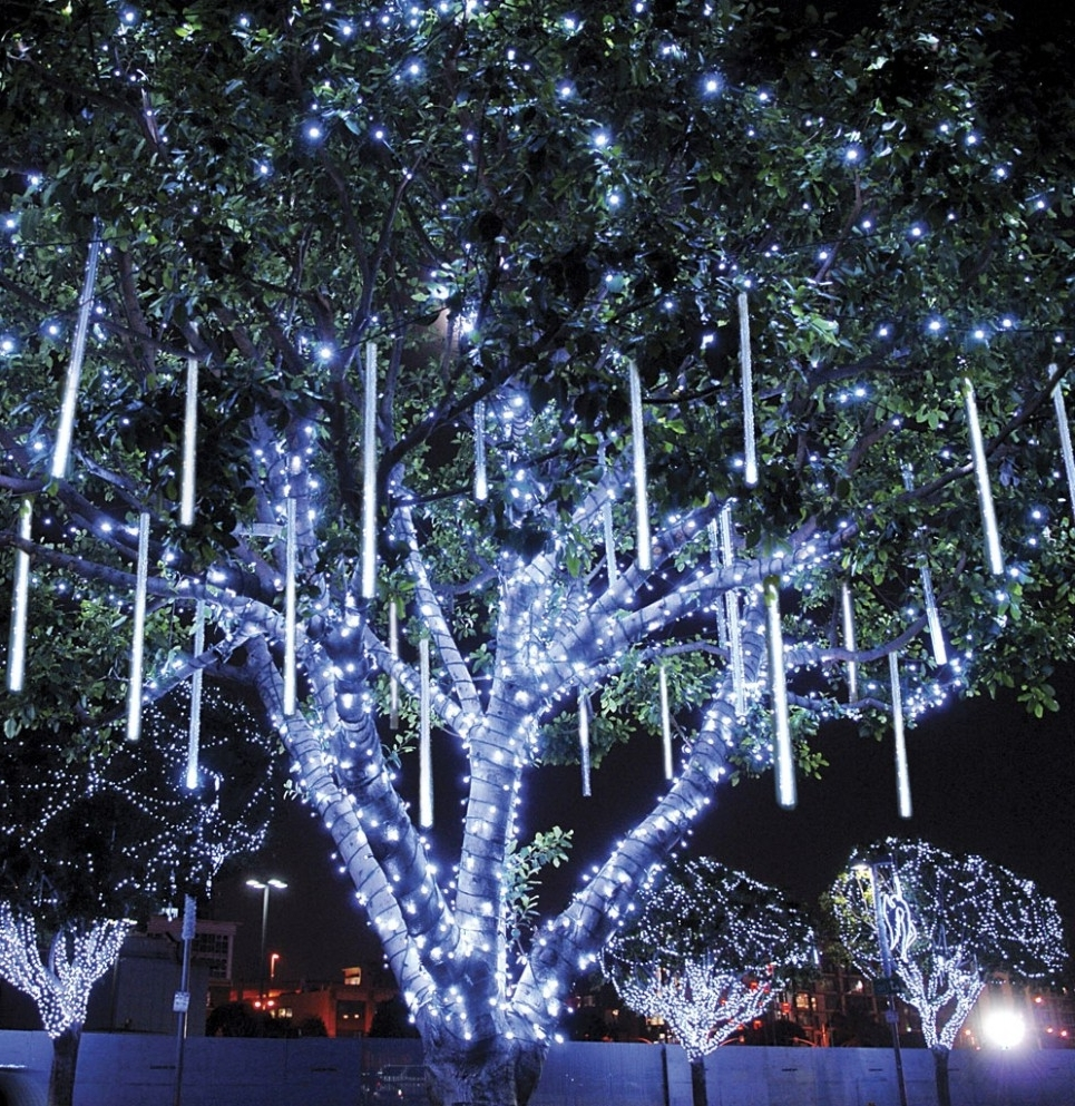 Most Recently Released Hanging Lights On Large Outdoor Tree Inside Lighting : Licious To Hang Christmas Lights Diy Outdoor Treehouse (View 16 of 20)