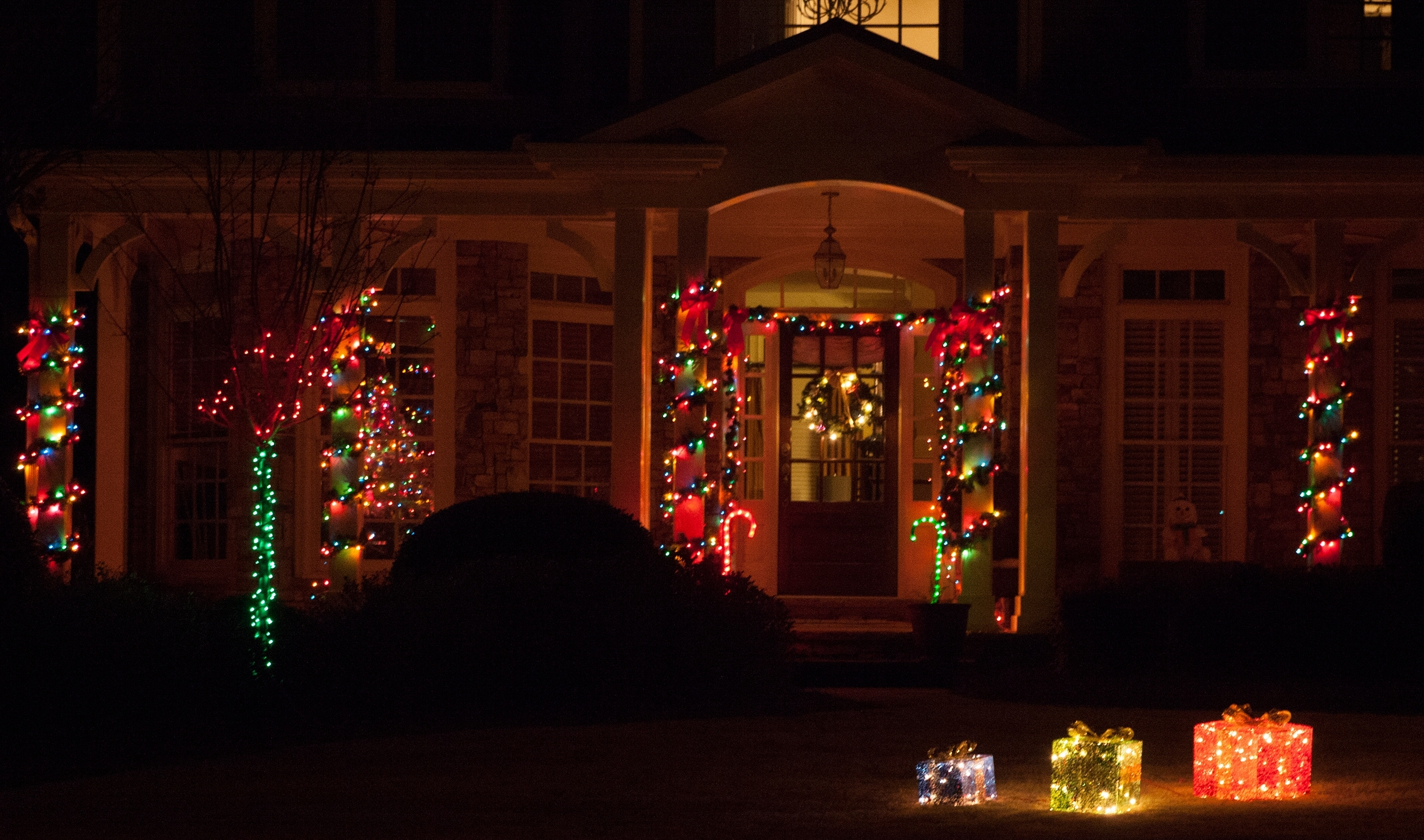 Outdoor Hanging Xmas Lights With Trendy Porch Decorations (View 15 of 20)