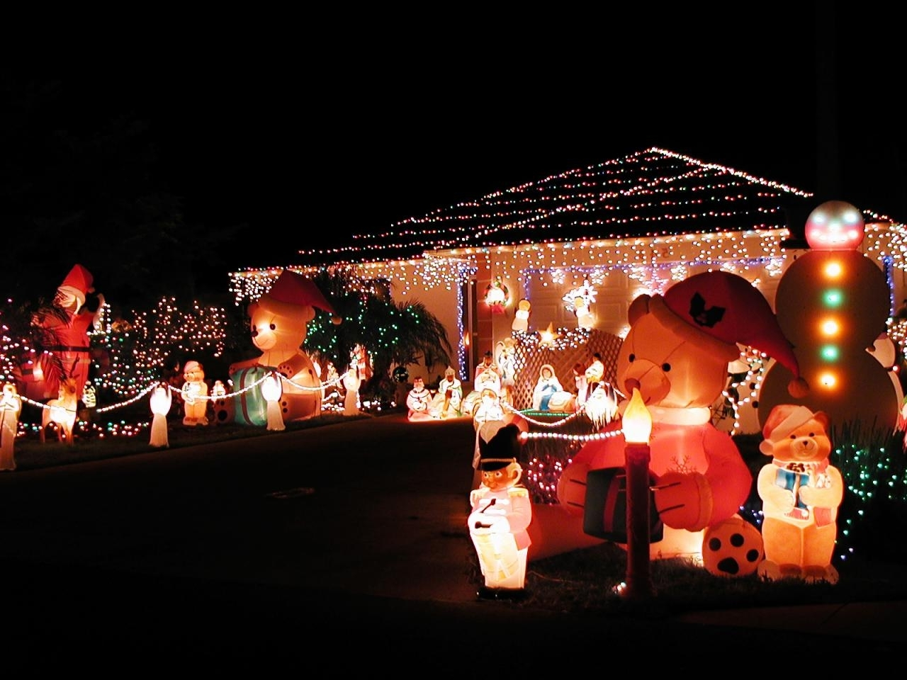 Outdoor Hanging Xmas Lights Within Well Known Christmas Lighting Displays With A Theme (View 16 of 20)