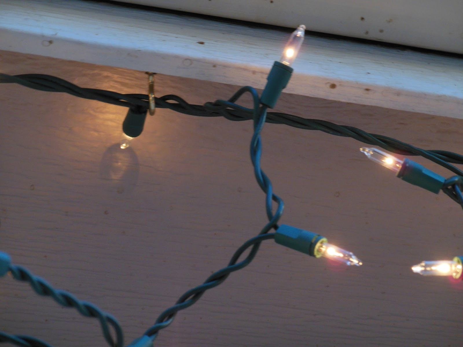 Outdoor Lights Hanging Clips Regarding Well Known Magenta And Lime: Outdoor Christmas Lights (View 13 of 20)