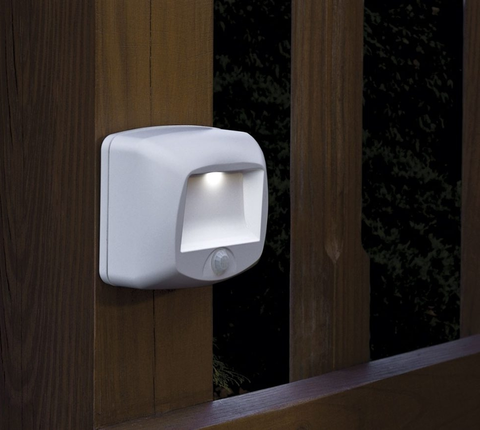Recent Battery Operated Outdoor Lighting With Regard To Diy : Outdoor Battery Operated Porch Lights And Light With Remote (View 9 of 20)