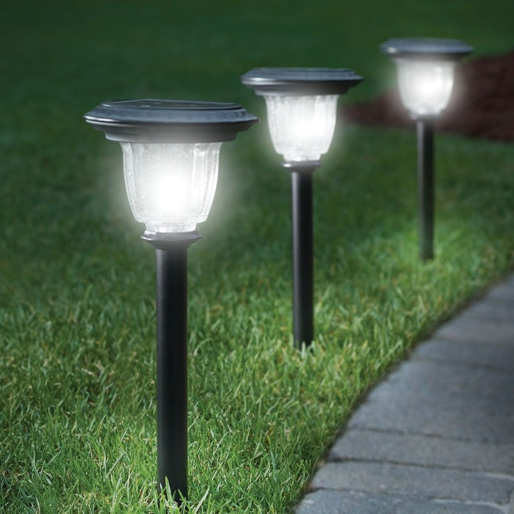 The Best Solar Walkway Light – Hammacher Schlemmer (View 17 of 20)