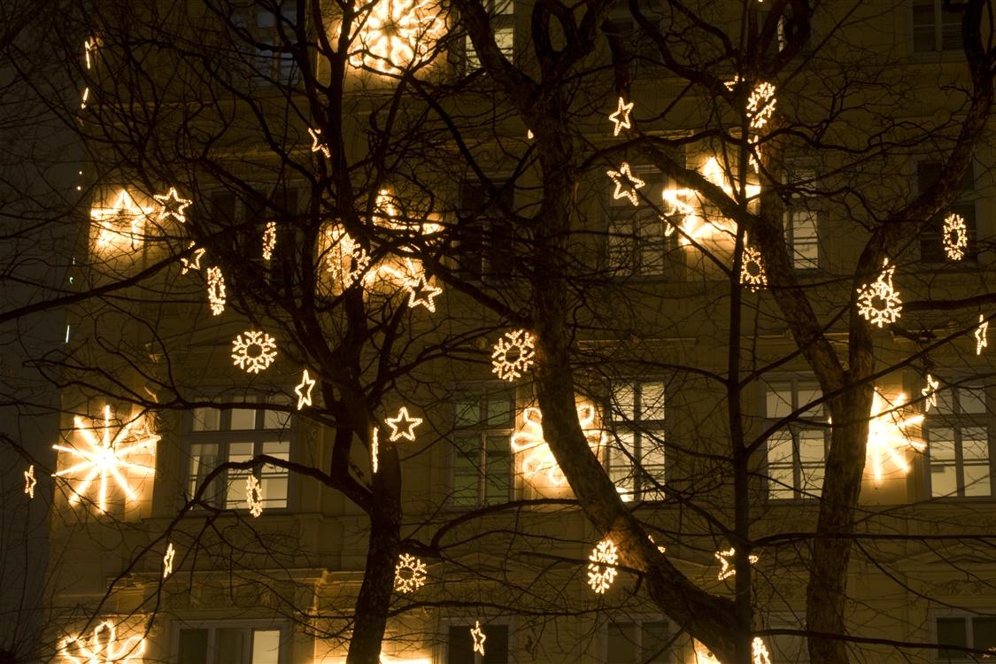 Trendy Outdoor Hanging Xmas Lights Regarding Outdoor Tree Hanging Decorations – Home Decorating Ideas (View 17 of 20)
