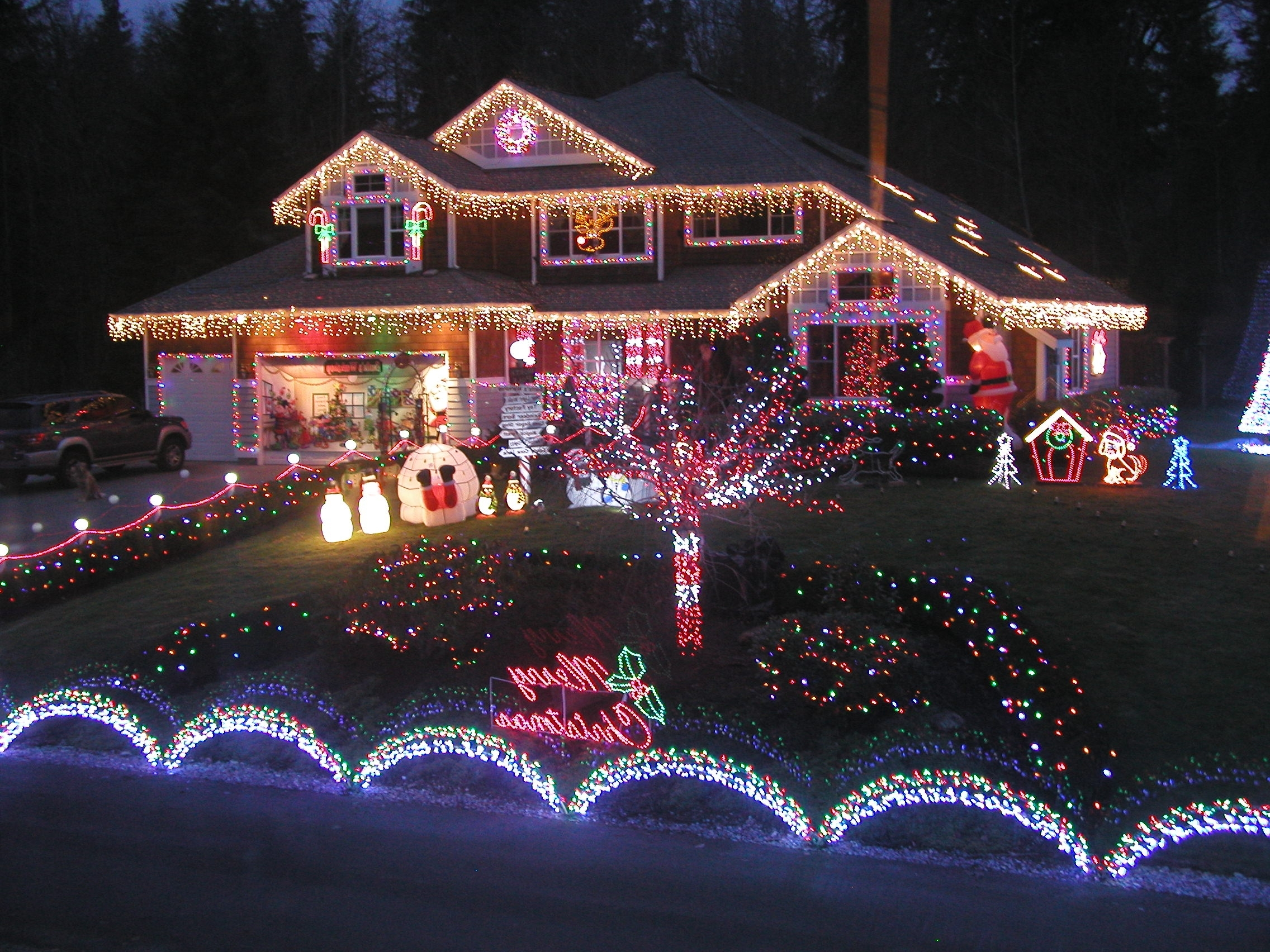 Well Known Hanging Outdoor Christmas Tree Lights Pertaining To Christmas Lights : Awesome How To Hang Outdoor Christmas Icicle (View 19 of 20)