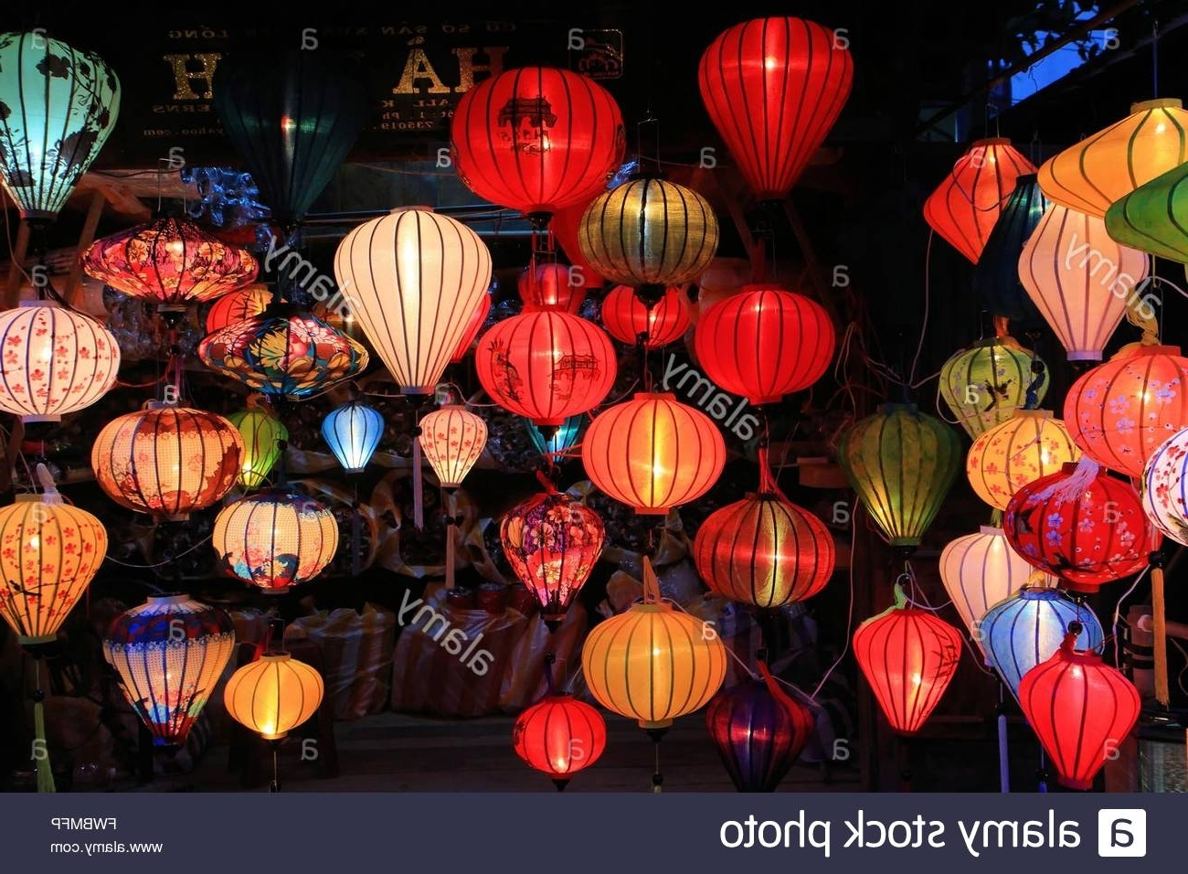 2018 Outdoor Vietnamese Lanterns For Traditional Silk And Bamboo Lanterns For Sale In Hoi An, Vietnam (View 17 of 20)