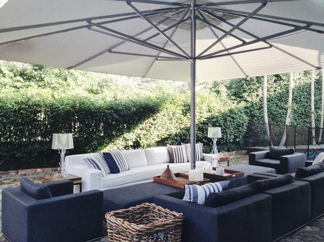 21 Patio Privacy Ideas To Make Your Yard More Private – Poggesi Usa Regarding Well Known Jewel Patio Umbrellas (View 1 of 20)