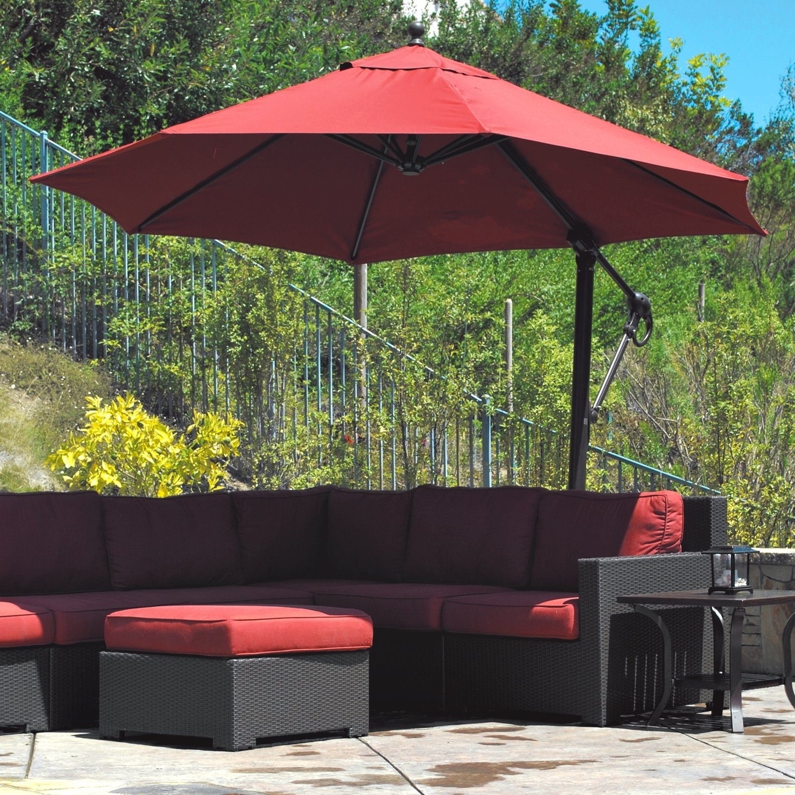 Current Offset Cantilever Patio Umbrellas In Offset Patio Umbrella And A Cantilever Umbrella (Gallery 9 of 20)