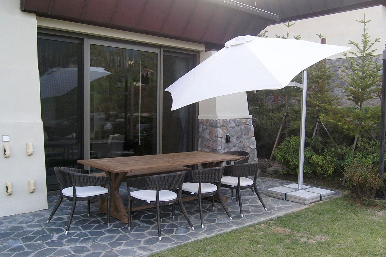 Famous Commercial Patio Umbrella Metal Swiveling Wind Resistant Within Wind In Wind Resistant Patio Umbrellas (View 7 of 20)