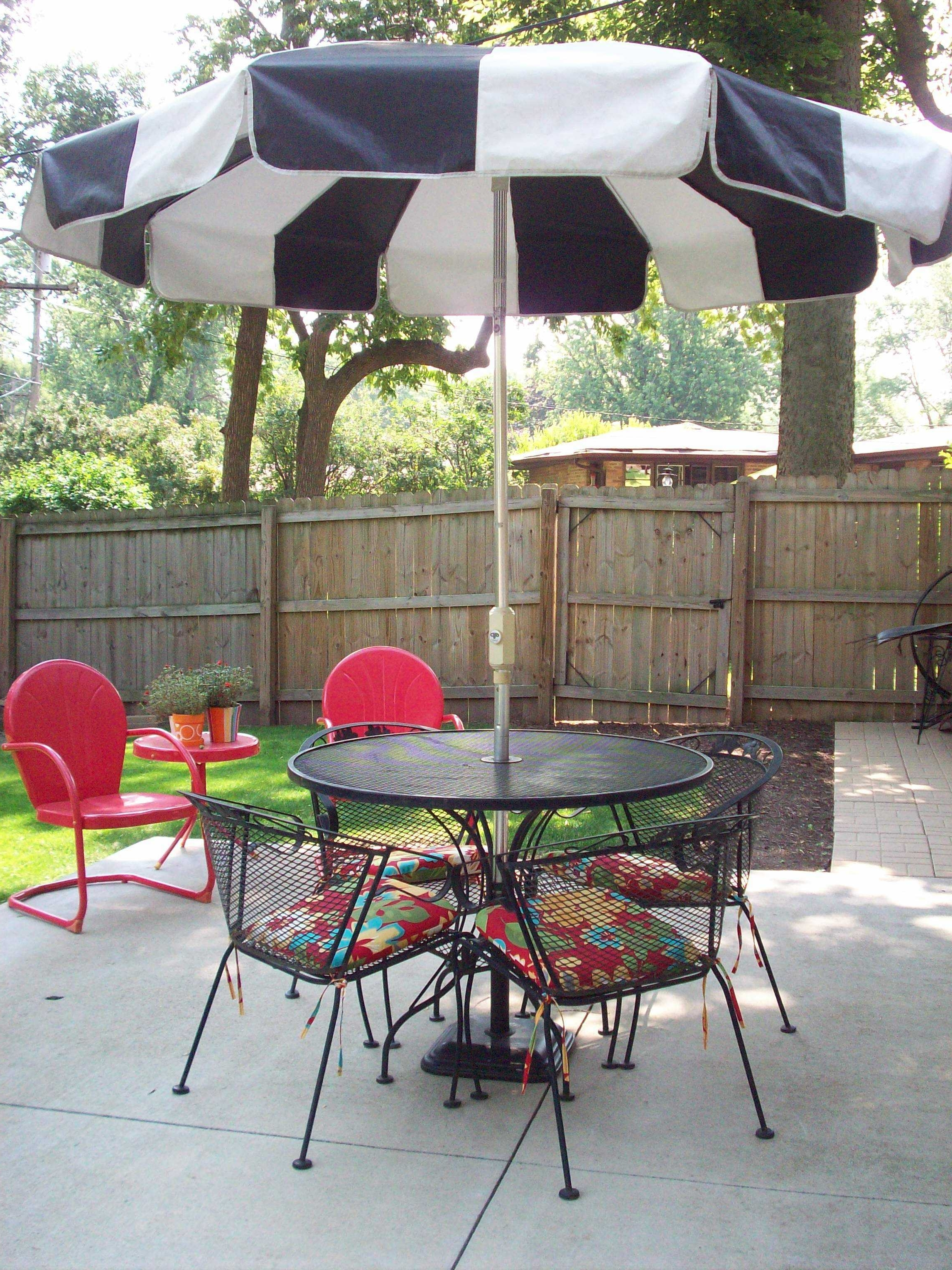 Fashionable Charming Small Patio Table With Umbrella Ideas Also Set Tables That Pertaining To Small Patio Tables With Umbrellas (View 3 of 20)