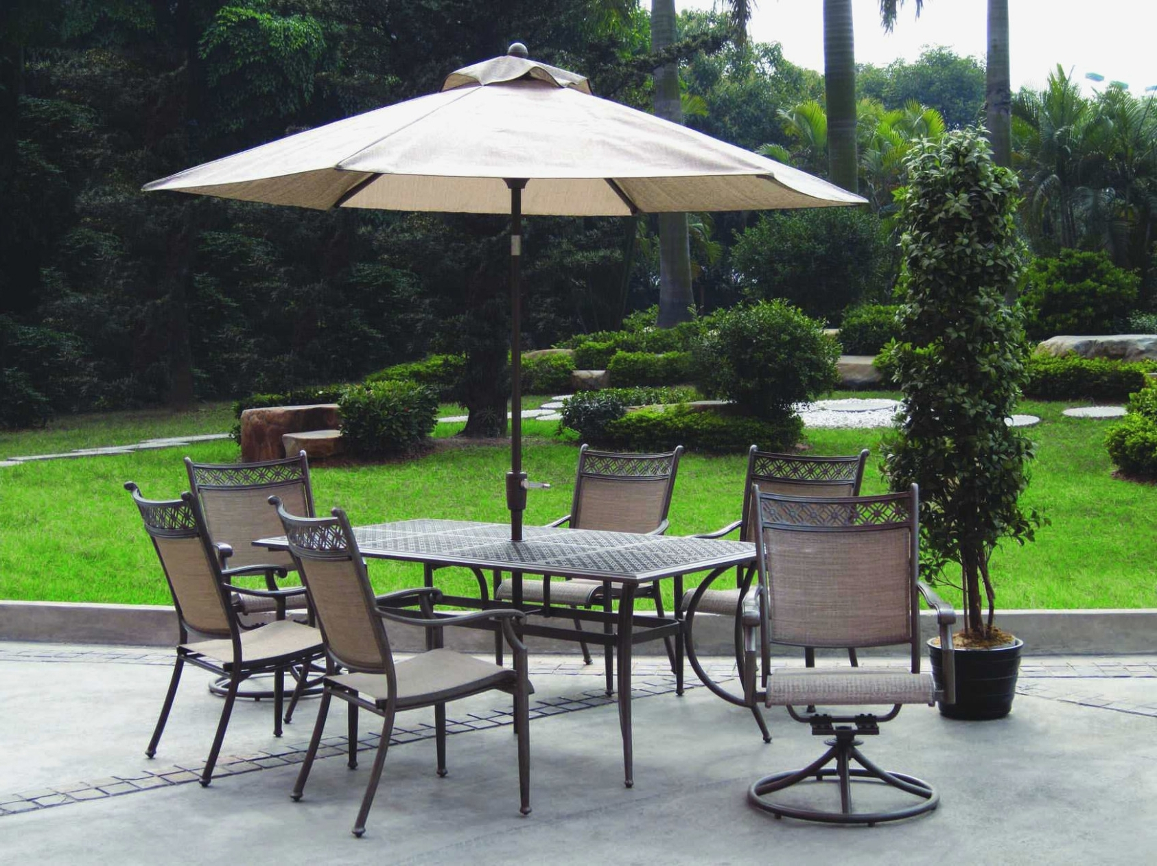 Fashionable Enchanting Cheap Patio Umbrellas With Furniture Alluring Collection With Regard To Cheap Patio Umbrellas (View 7 of 20)
