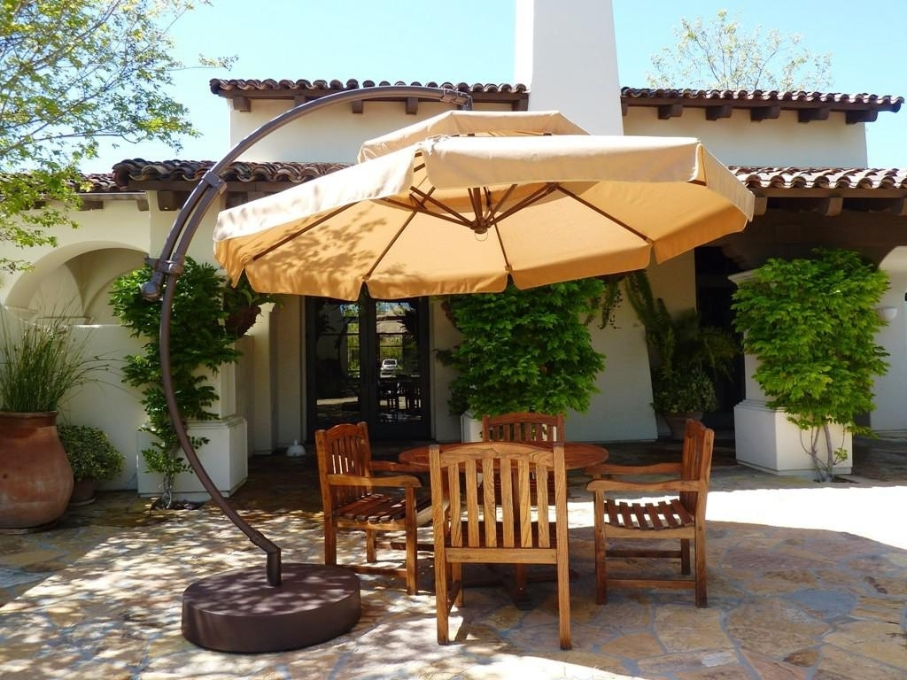 Most Current Cantilever Patio Umbrellas Intended For Best Cantilever Patio Umbrellas With Pictures (View 11 of 20)