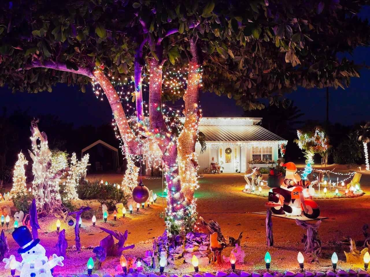 Most Recent Buyers Guide For The Best Outdoor Christmas Lighting – Target Throughout Outdoor Lanterns For Christmas (View 15 of 20)