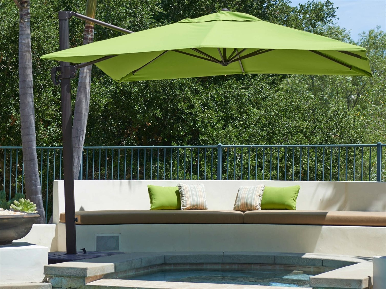Most Recently Released Rectangle Patio Umbrellas Intended For Garden: Enchanting Outdoor Patio Decor Ideas With Patio Umbrellas (View 9 of 20)