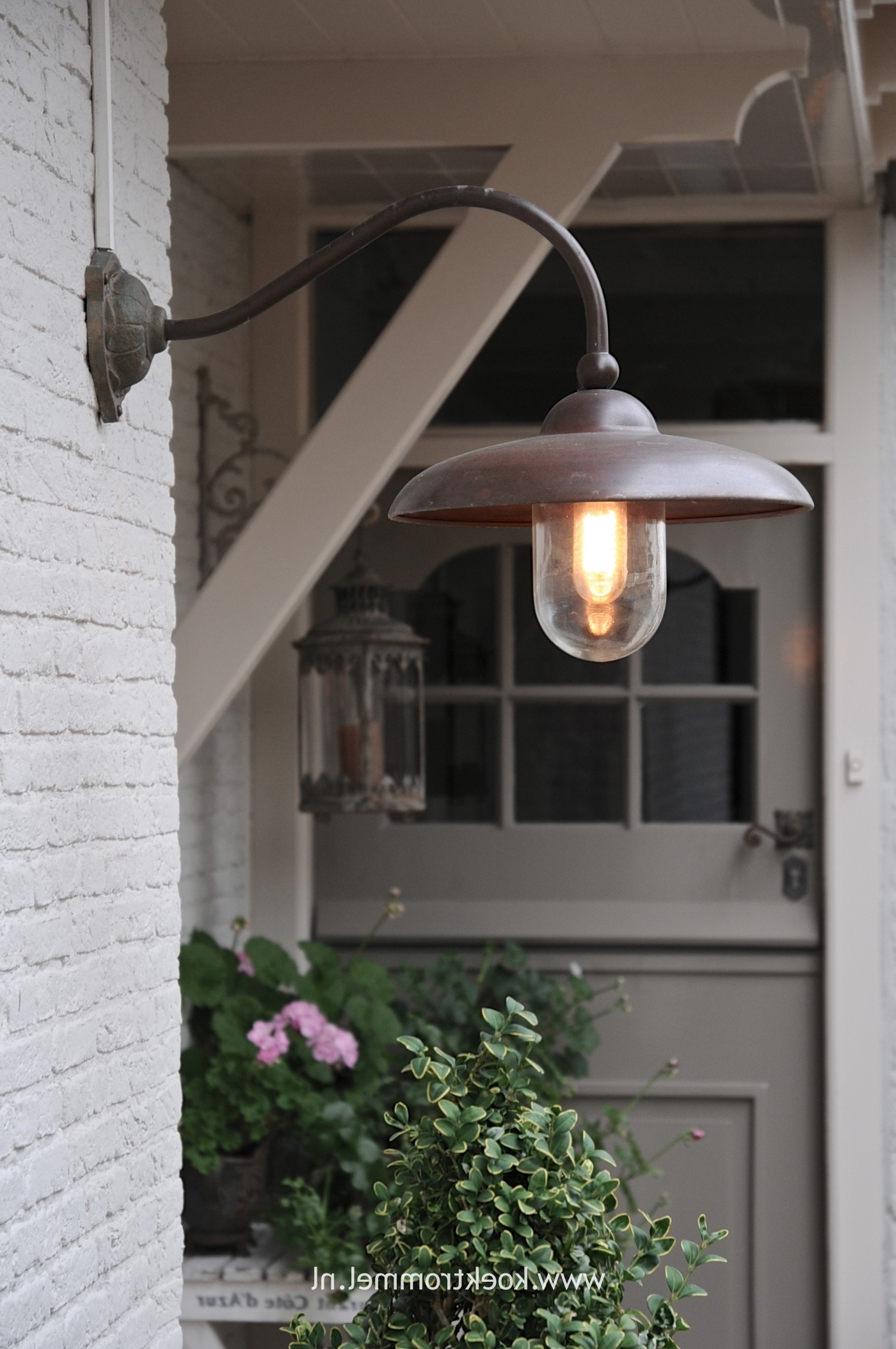 Most Up To Date Outdoor Lanterns For Front Door In Using Lighting To Make Home Inviting – Planete Voltaire (View 6 of 20)