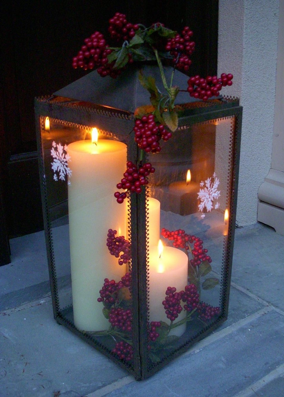 Newest Outdoor Holiday Lanterns Intended For 35+ Crafty Outdoor Holiday Decorating Ideas (View 12 of 20)