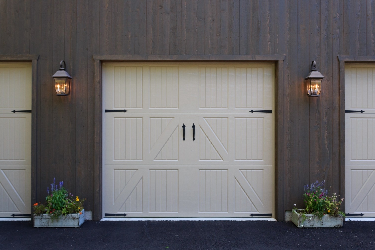 Outdoor Garage Lanterns With Regard To Well Liked Outdoor Coach Lights (View 11 of 20)