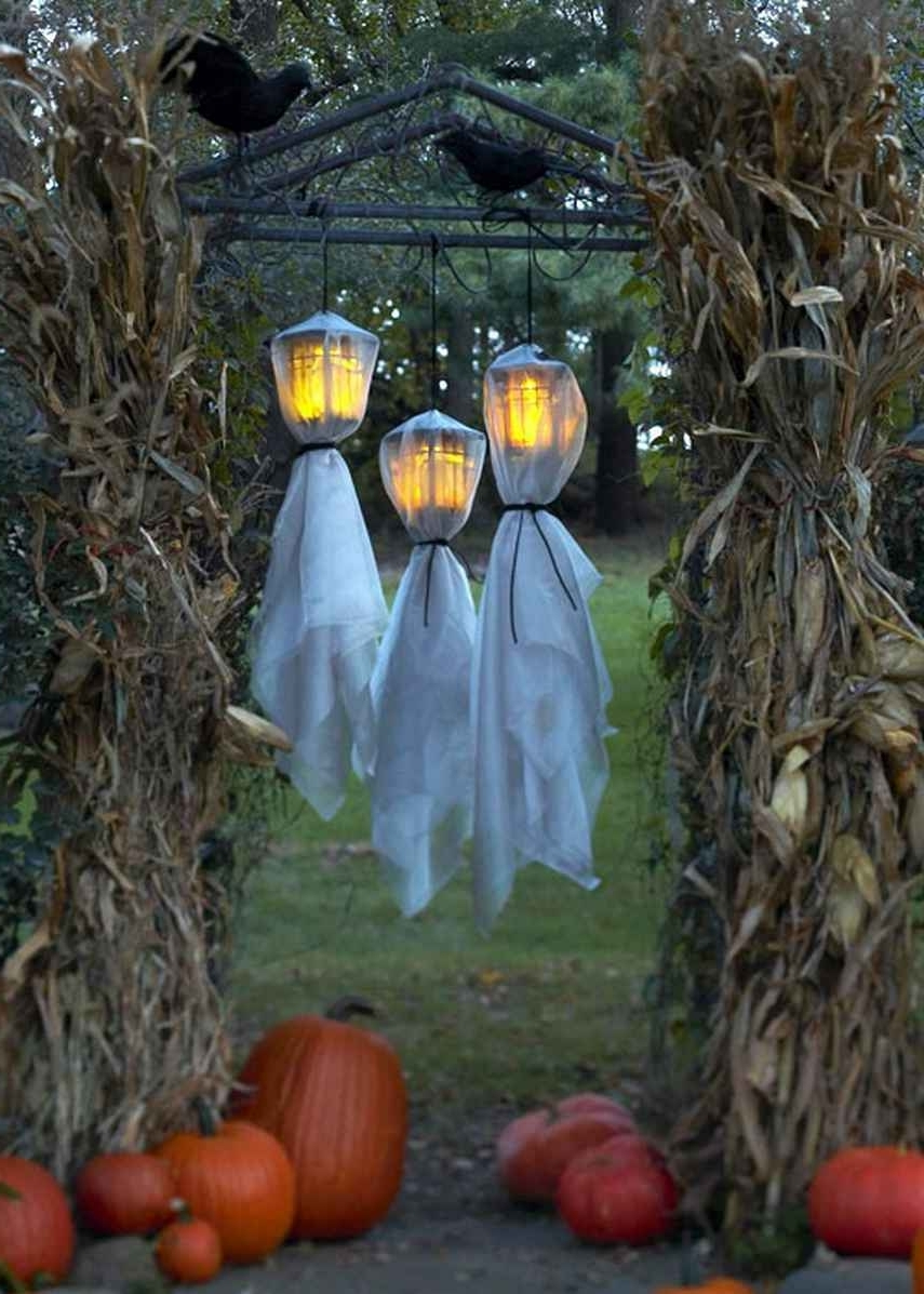 Outdoor Pumpkin Lanterns Regarding Well Known Outdoor Halloween Decorations Ideas To Stand Out (View 15 of 20)