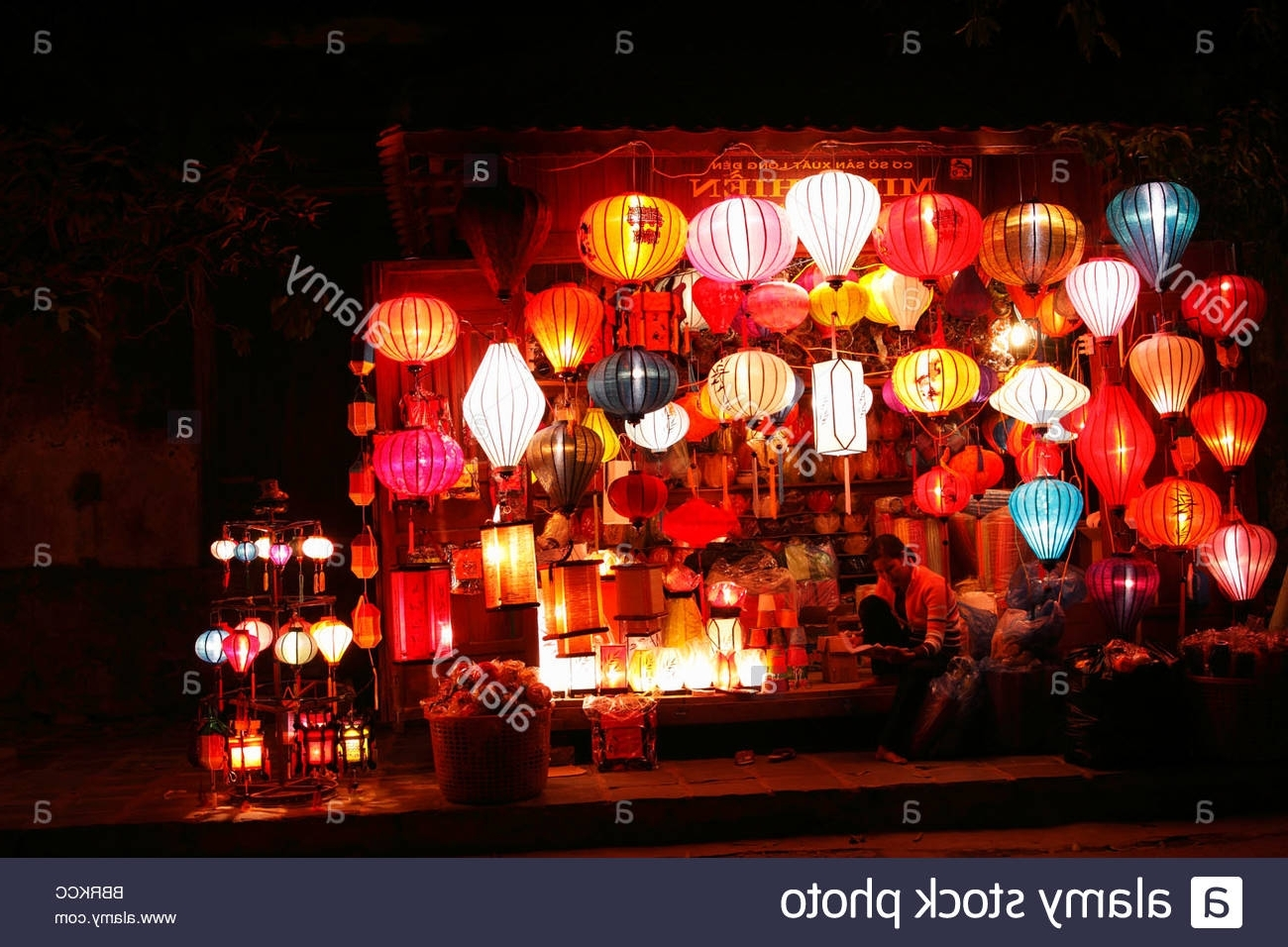 Outdoor Vietnamese Lanterns Throughout Most Recent Lantern Stall Stock Photos & Lantern Stall Stock Images – Alamy (View 12 of 20)