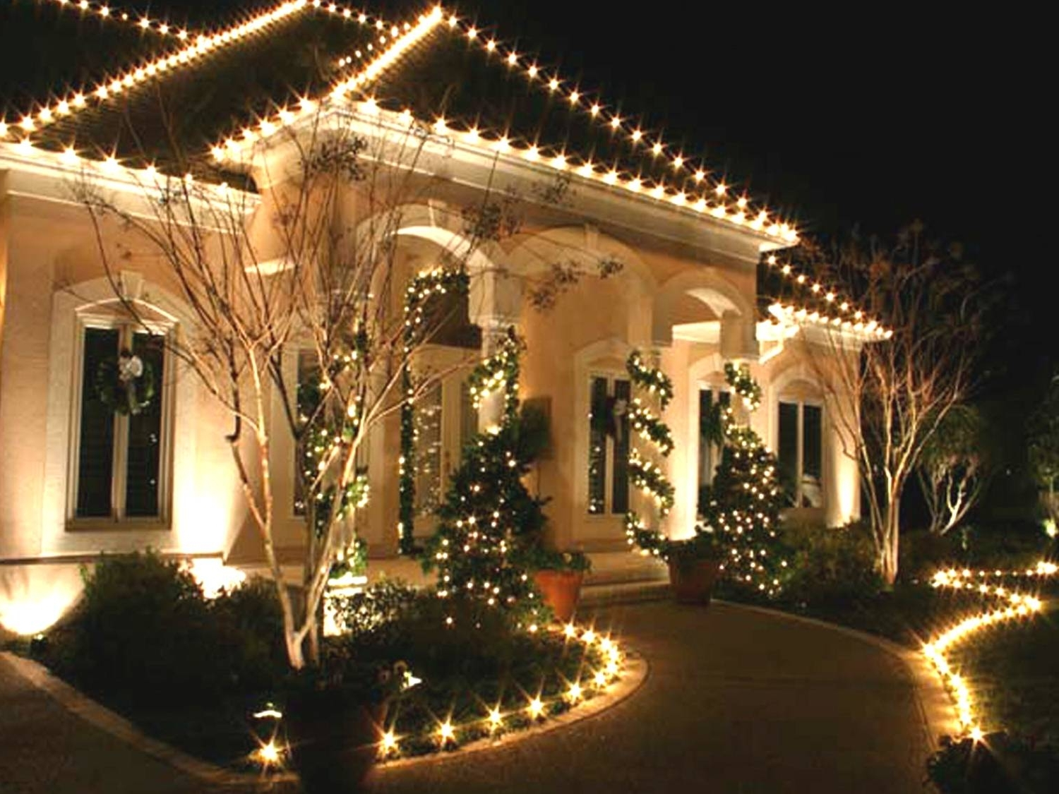 Outdoor Xmas Lanterns In 2018 Outdoor Christmas Lights Ideas (View 8 of 20)