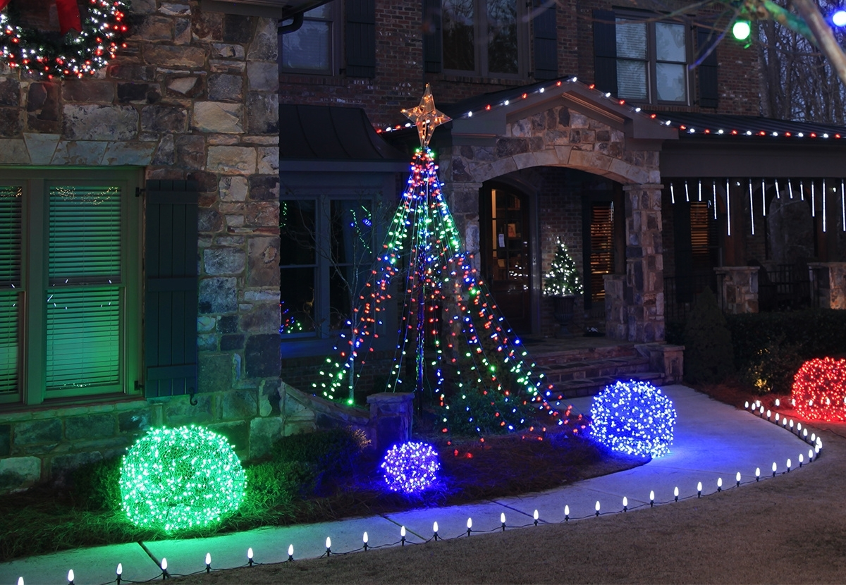 Outdoor Xmas Lanterns Within Latest Outdoor Christmas Yard Decorating Ideas (View 15 of 20)