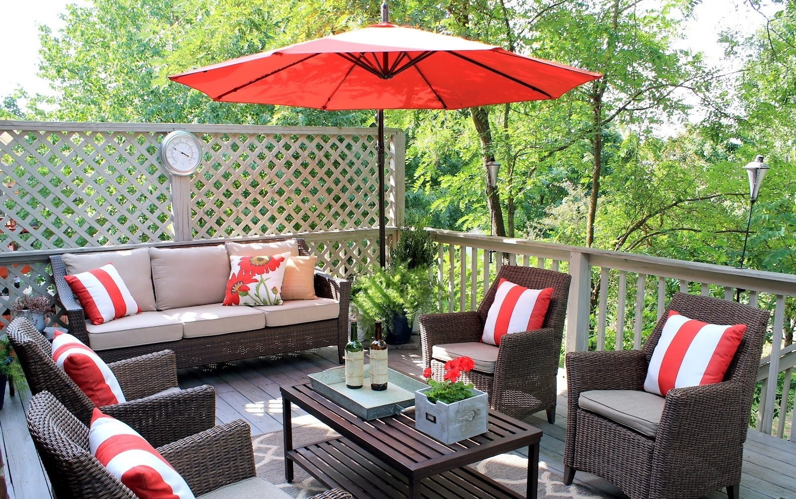 Patio Umbrellas For Small Spaces With Regard To Most Recent Patio Ideas Most Popular 40 Luxurious Small Outdoor Furniture Flair (View 14 of 20)