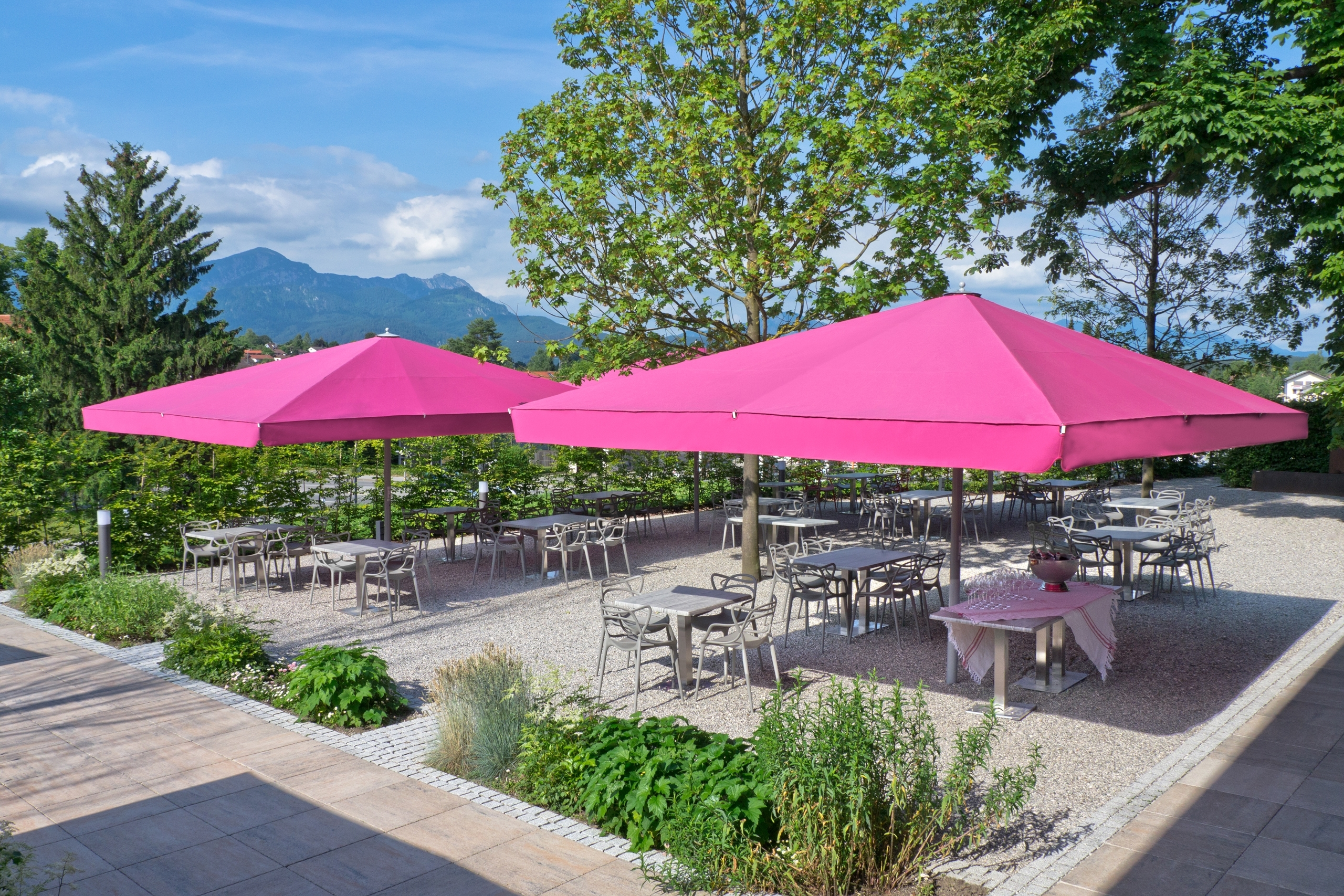 Photo Gallery Of Giant Patio Umbrellas With Regard To 2018 Extra Large Patio Umbrellas (View 18 of 20)
