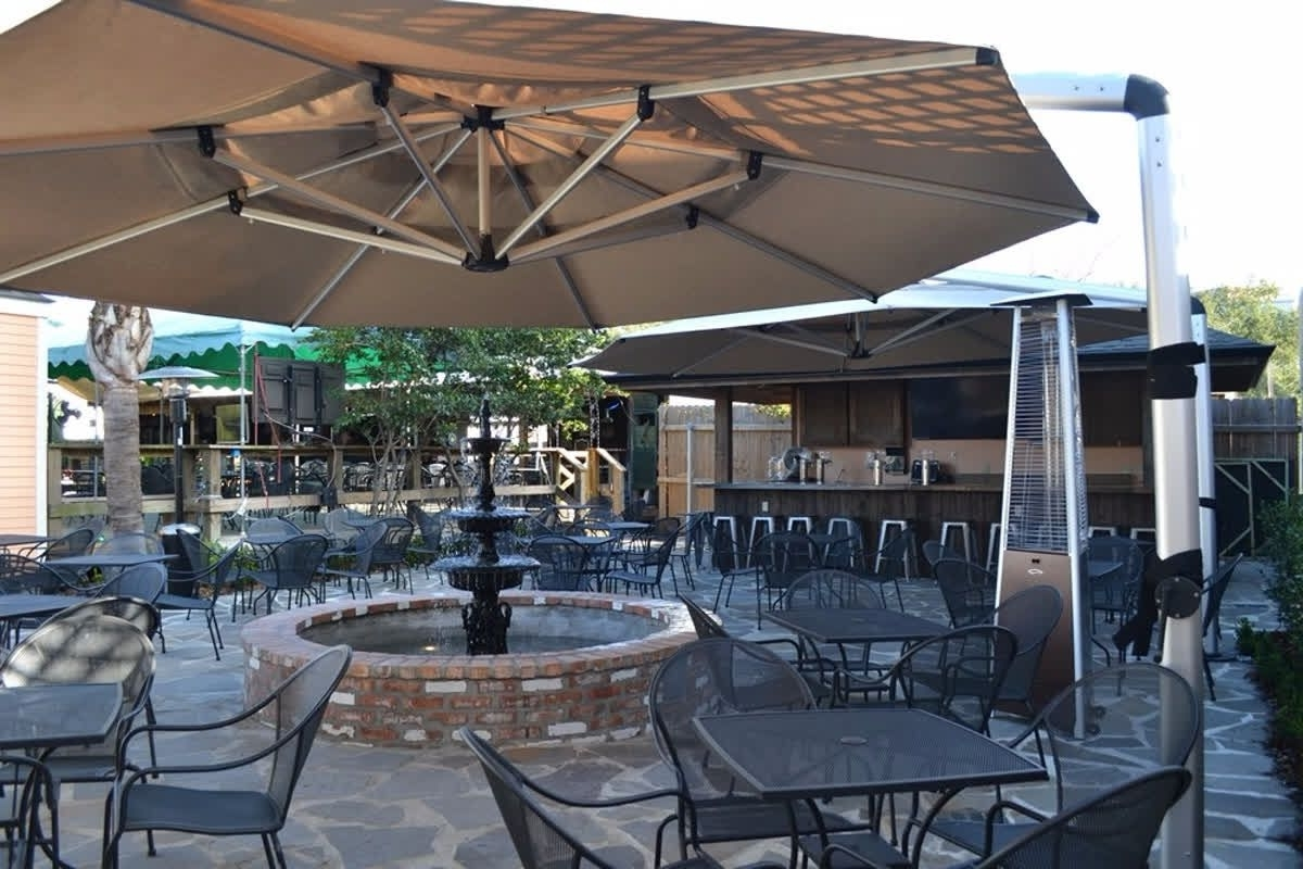 Run A Restaurant Somewhere Sunny? Your Outdoor Patrons Will Thank Regarding Popular Commercial Patio Umbrellas (View 18 of 20)