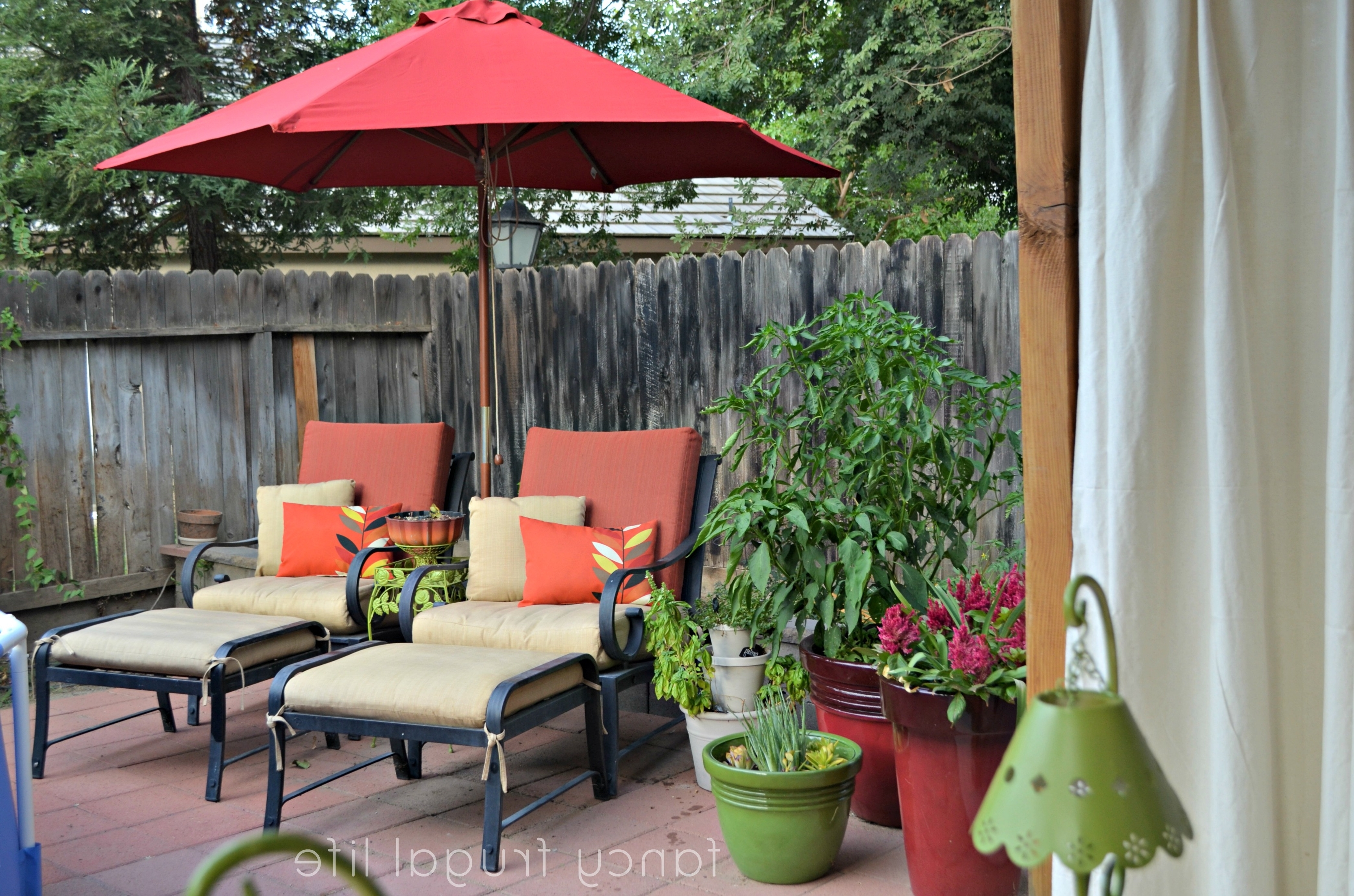 Small Patio Tables With Umbrellas Intended For Popular Garden: Enchanting Outdoor Patio Decor Ideas With Patio Umbrellas (View 14 of 20)
