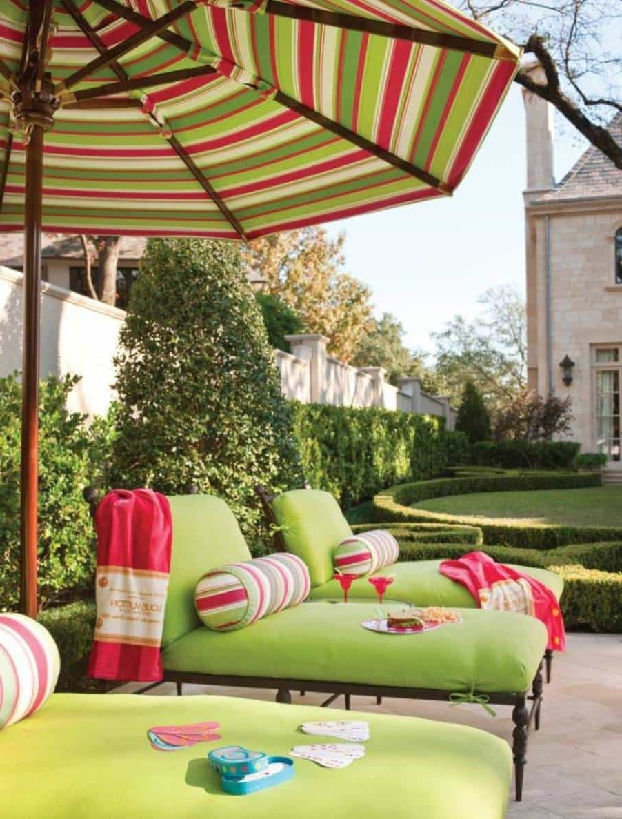 Striped Green Red White Outdoor Patio Umbrella : Outdoor Patio Throughout Widely Used Striped Patio Umbrellas (View 12 of 20)