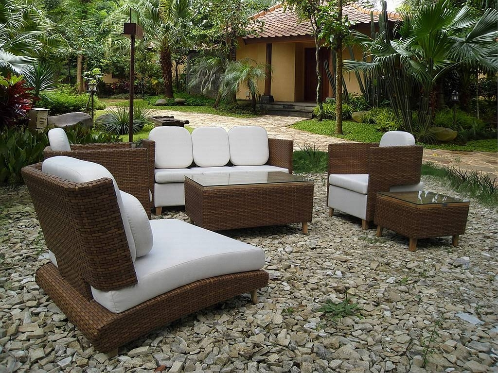 Upscale Patio Umbrellas Inside Preferred Patio: Amusing Luxury Patio Furniture Upscale Outdoor Furniture (View 7 of 20)