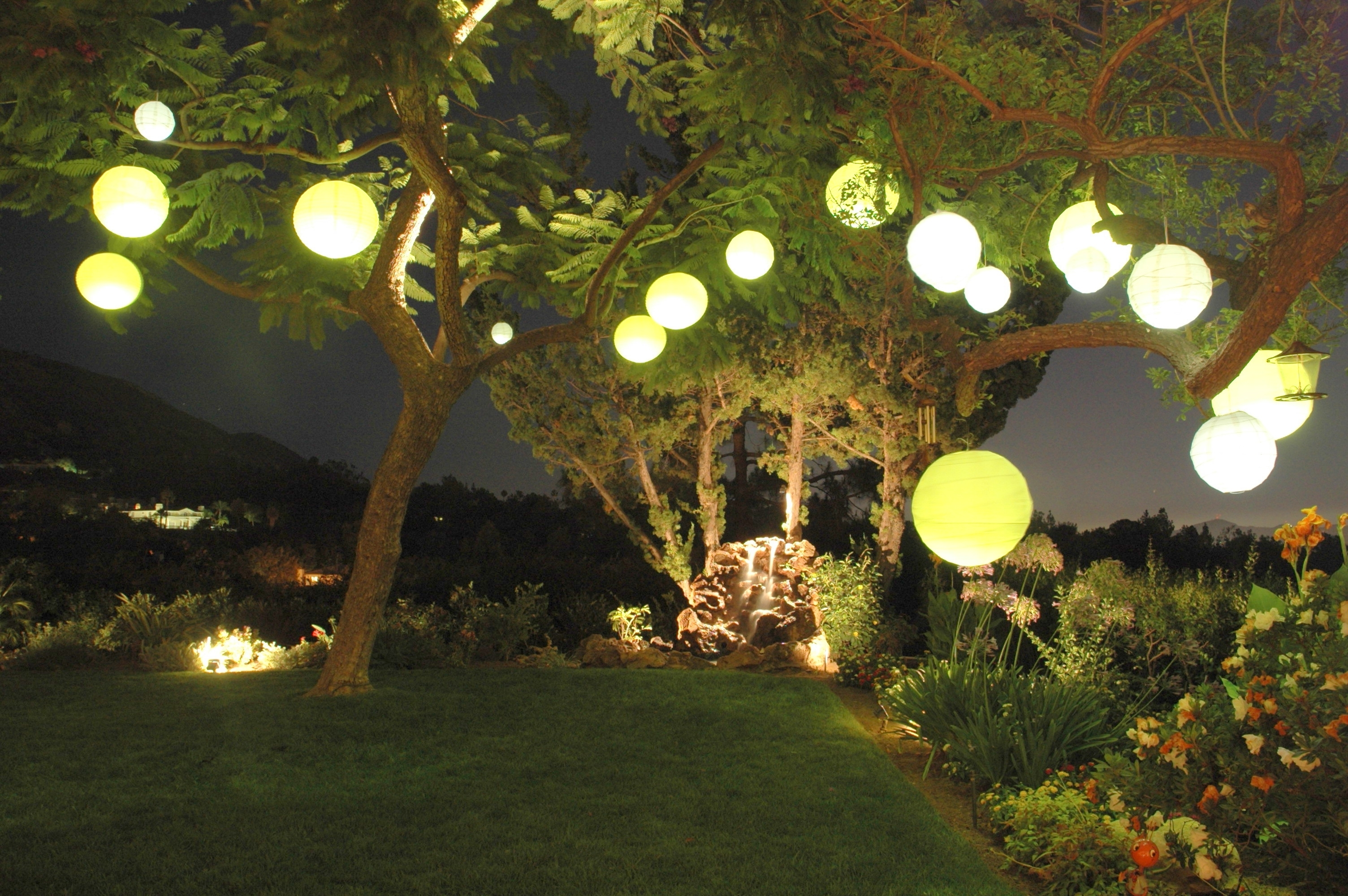 Well Known Outdoor Paper Lanterns Regarding Decorating: Garden Party With Paper Lantern Light (View 17 of 20)